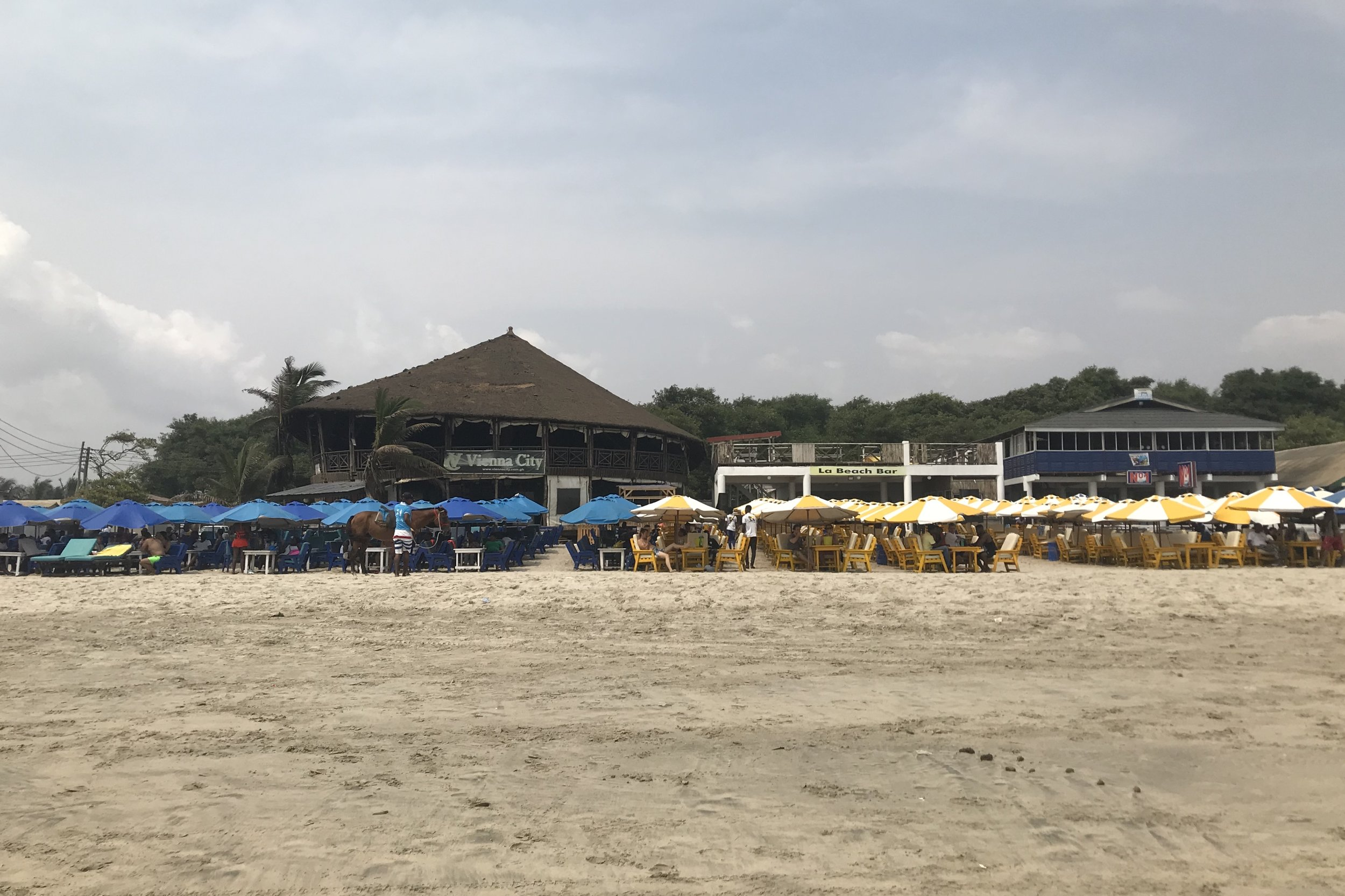 Labadi Beach – Restaurants and bars
