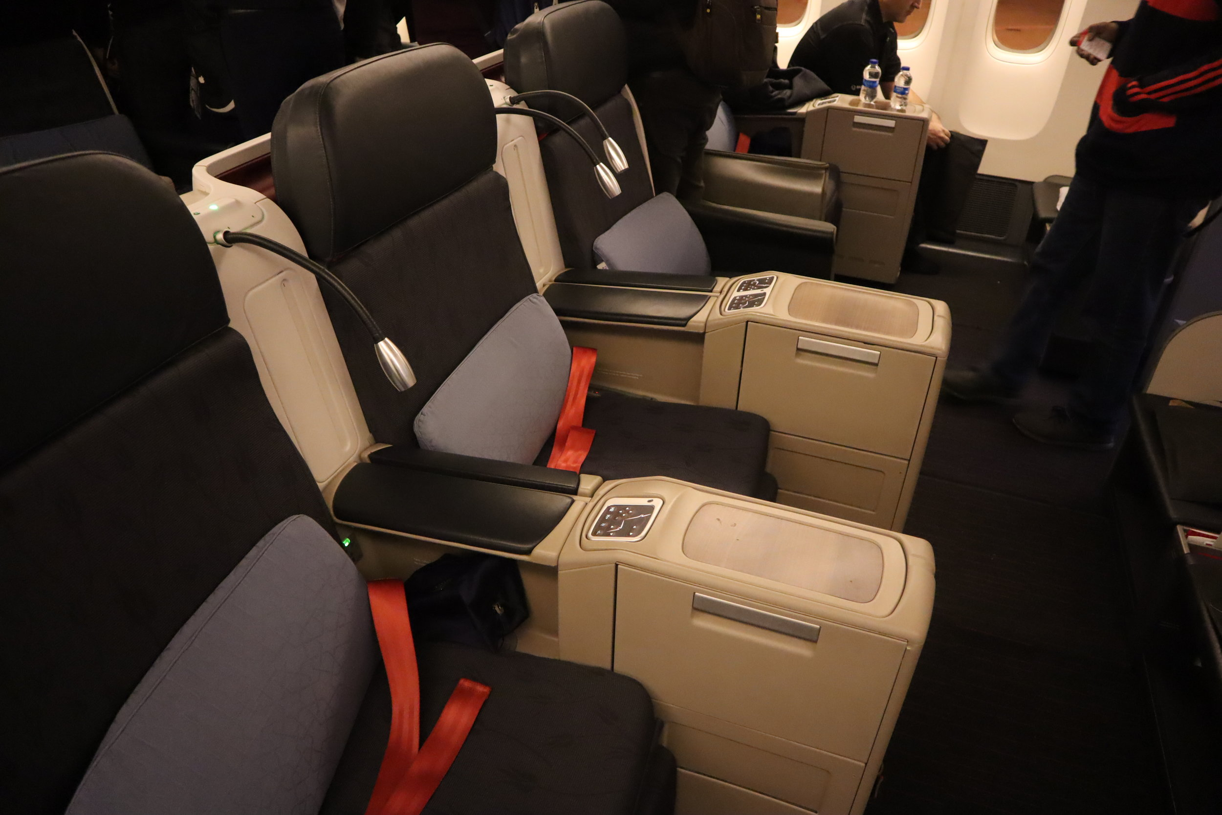 Turkish Airlines 777 business class – Middle seat