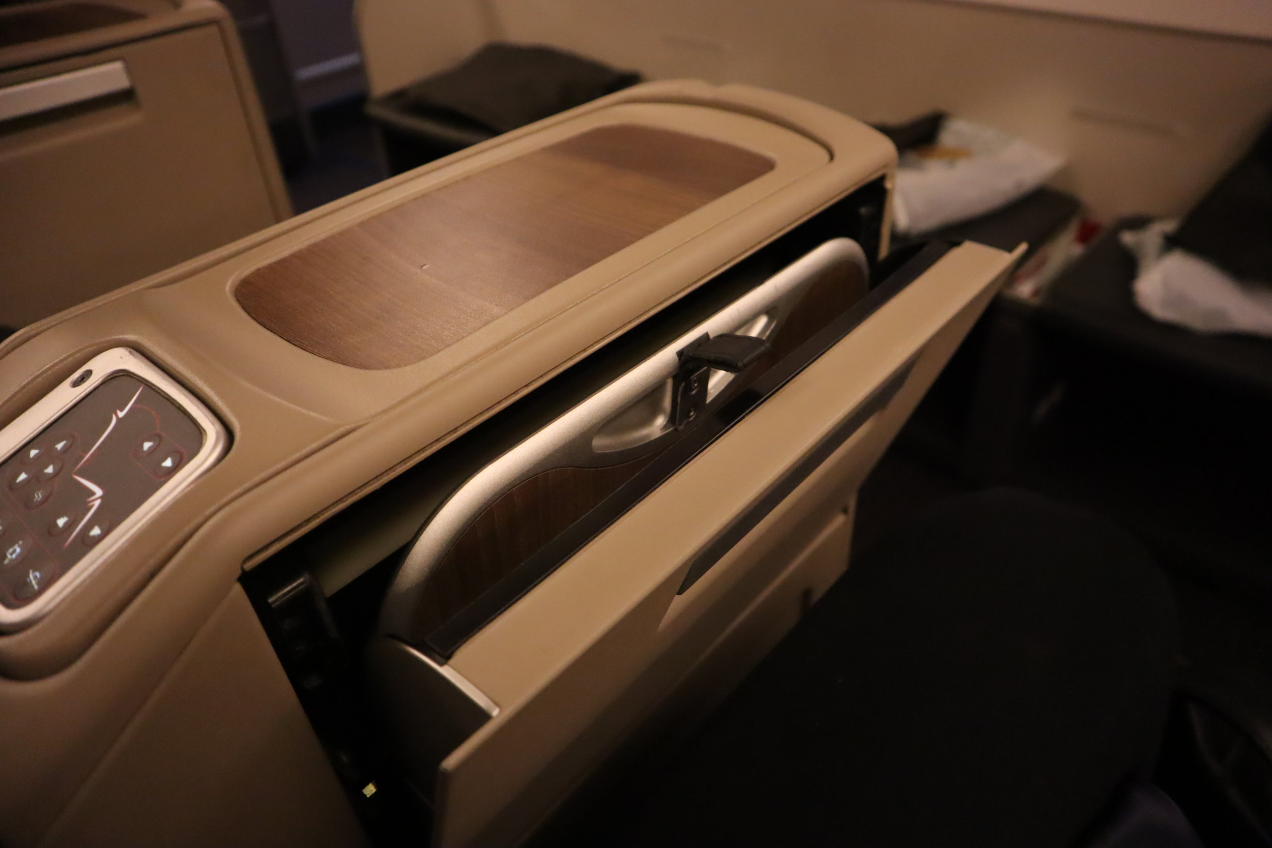 Turkish Airlines 777 business class – Tray table