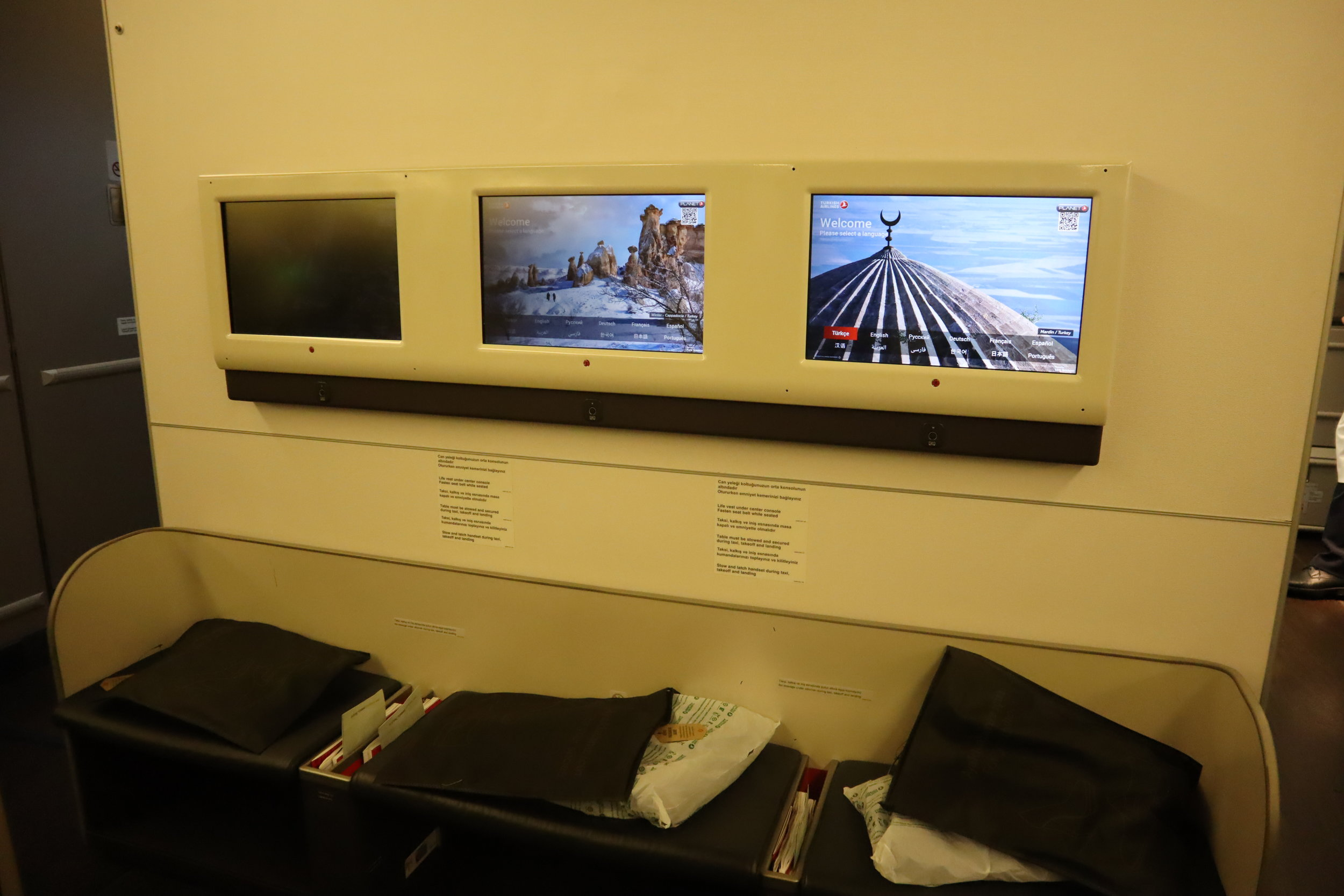 Turkish Airlines 777 business class – Entertainment screens