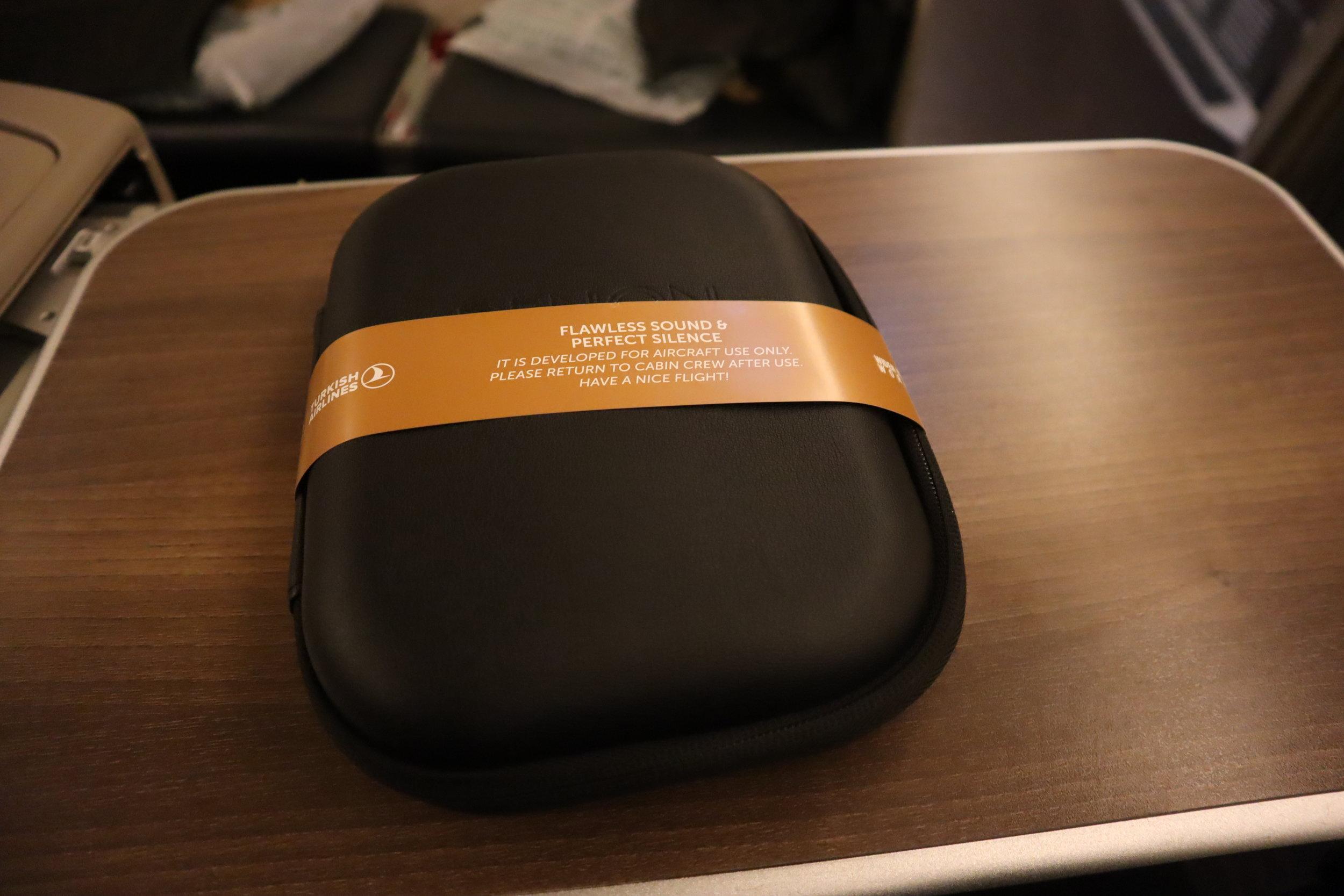 Turkish Airlines 777 business class – Headphones