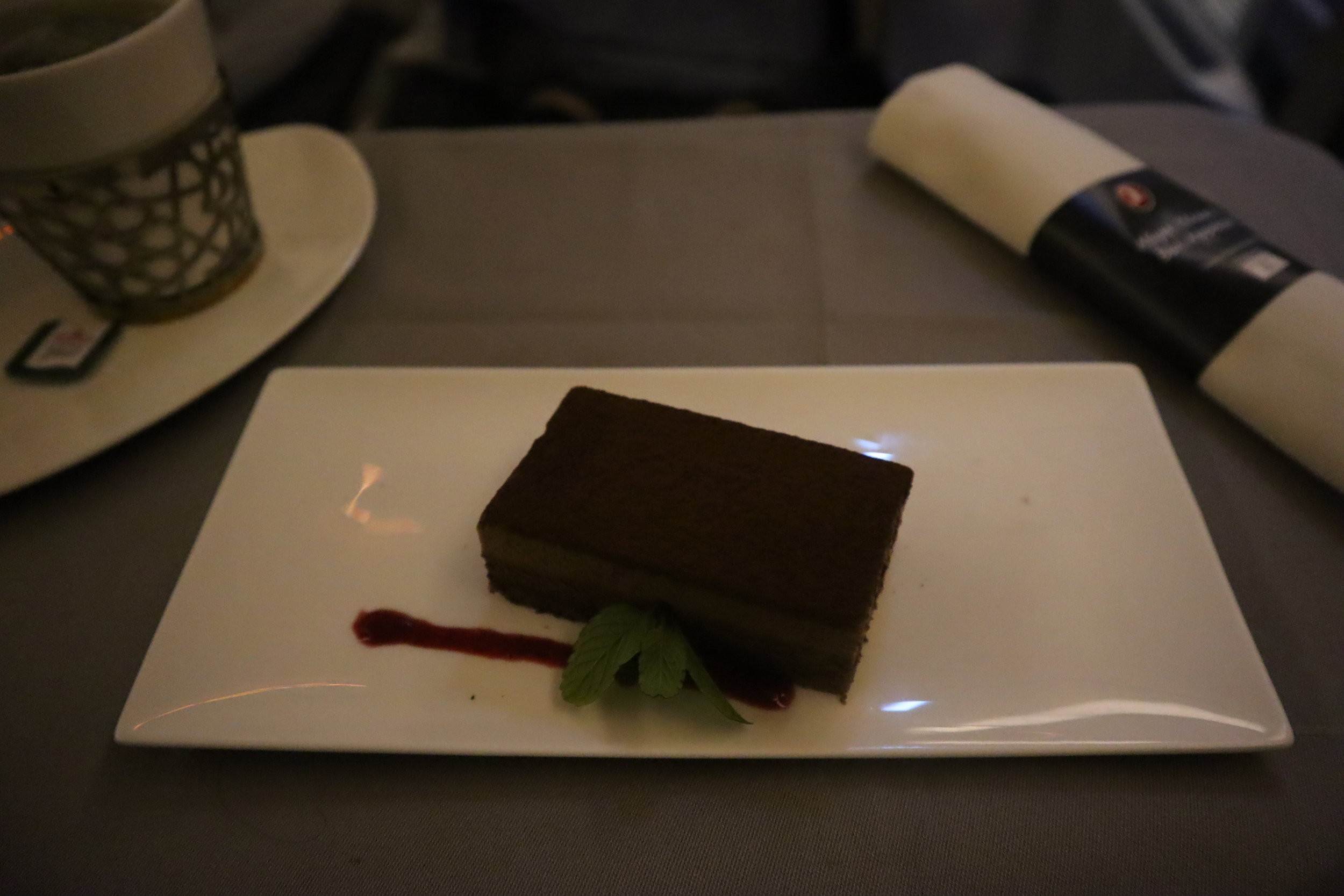 Turkish Airlines 777 business class – Chocolate nougat cake