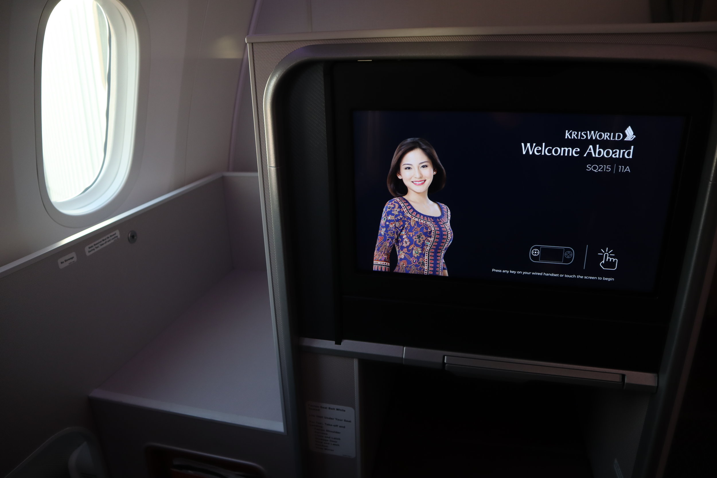 Singapore Airlines 787-10 business class – Entertainment screen