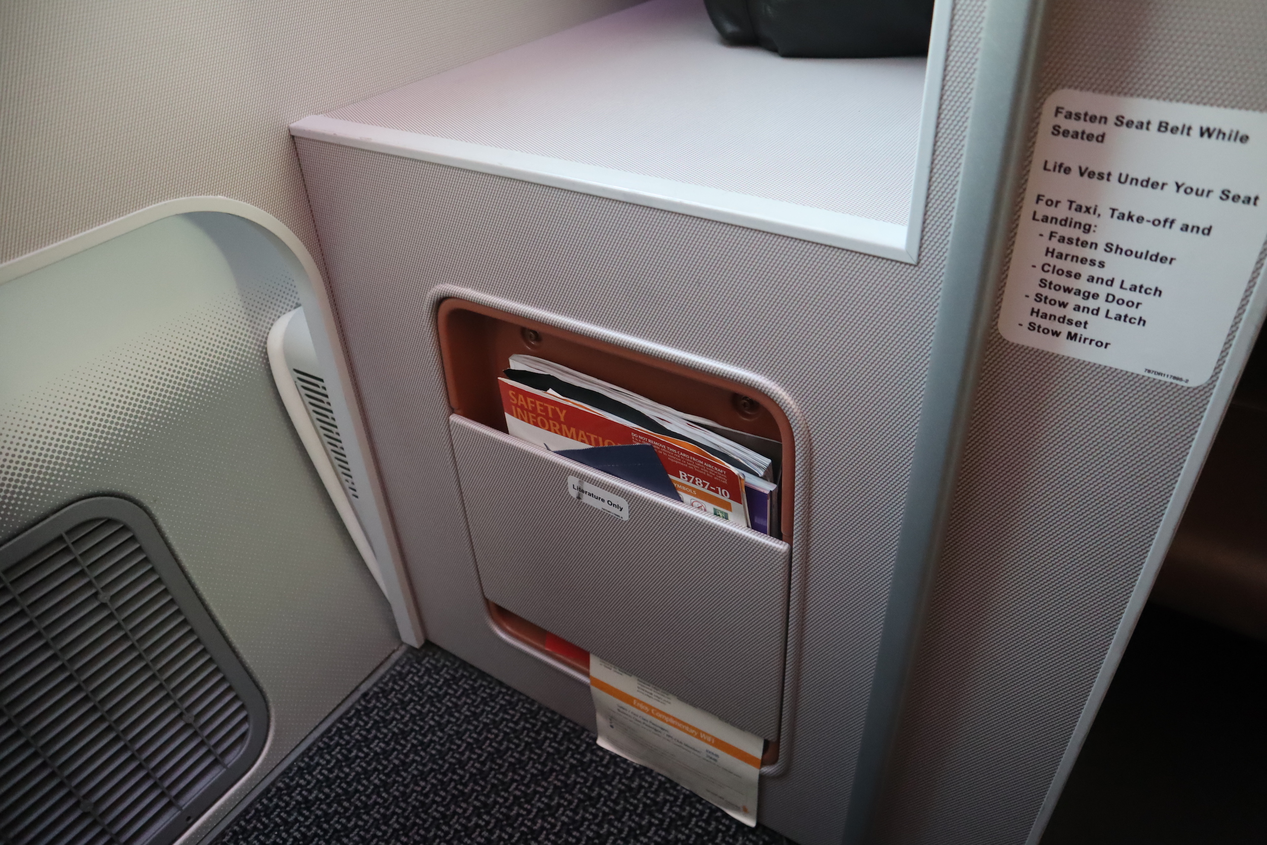 Singapore Airlines 787-10 business class – Literature pocket