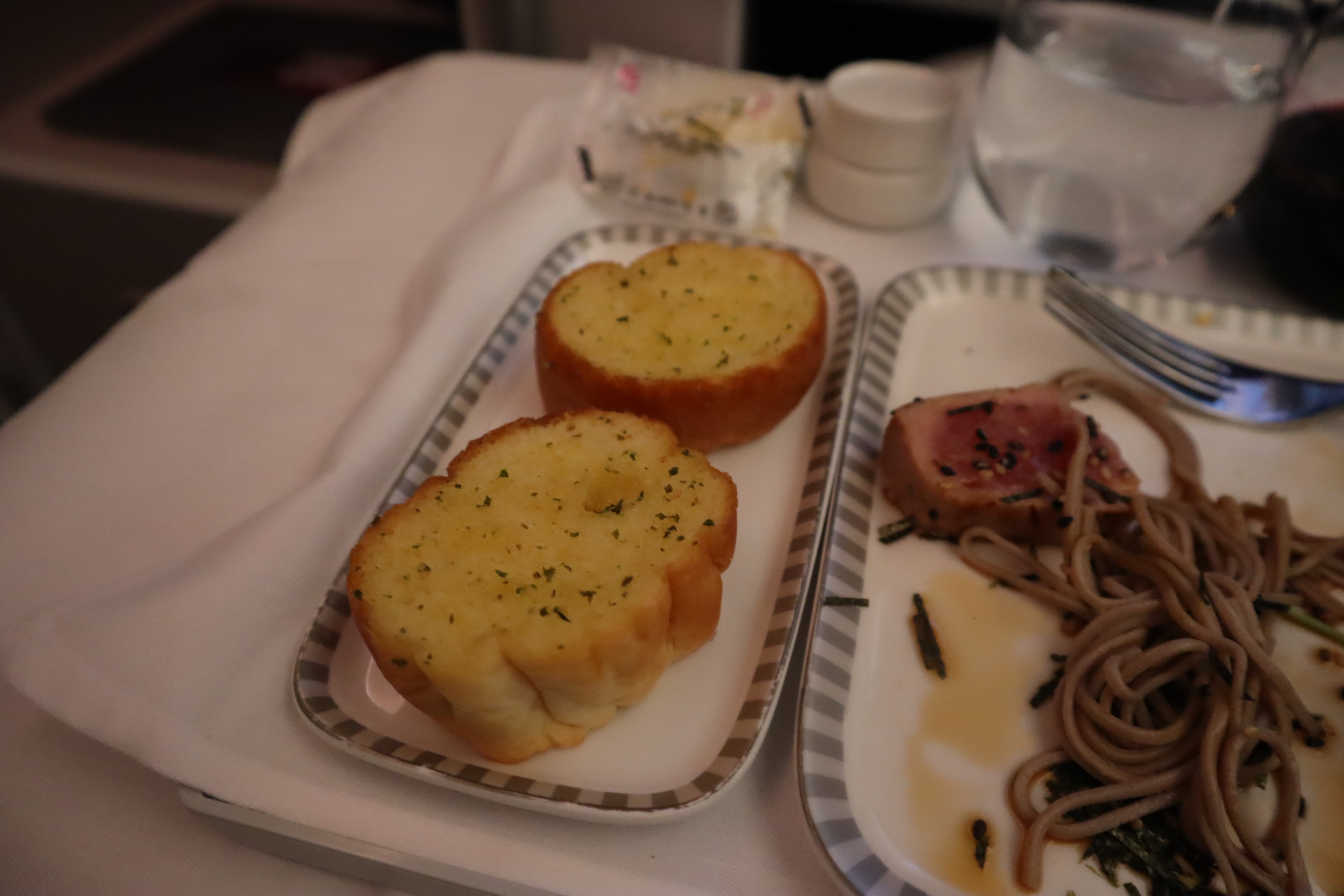 Singapore Airlines 787-10 business class – Garlic bread