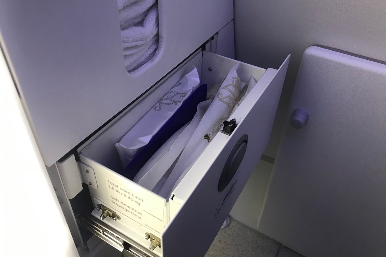 Singapore Airlines 787-10 business class – Restroom amenities