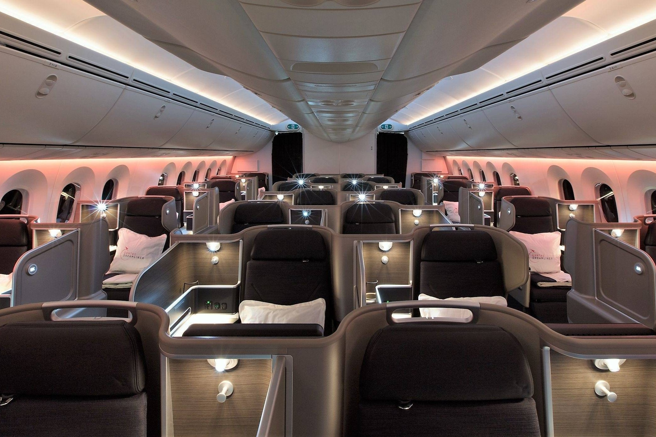 Fly Qantas business class on an Avios multi-carrier award!