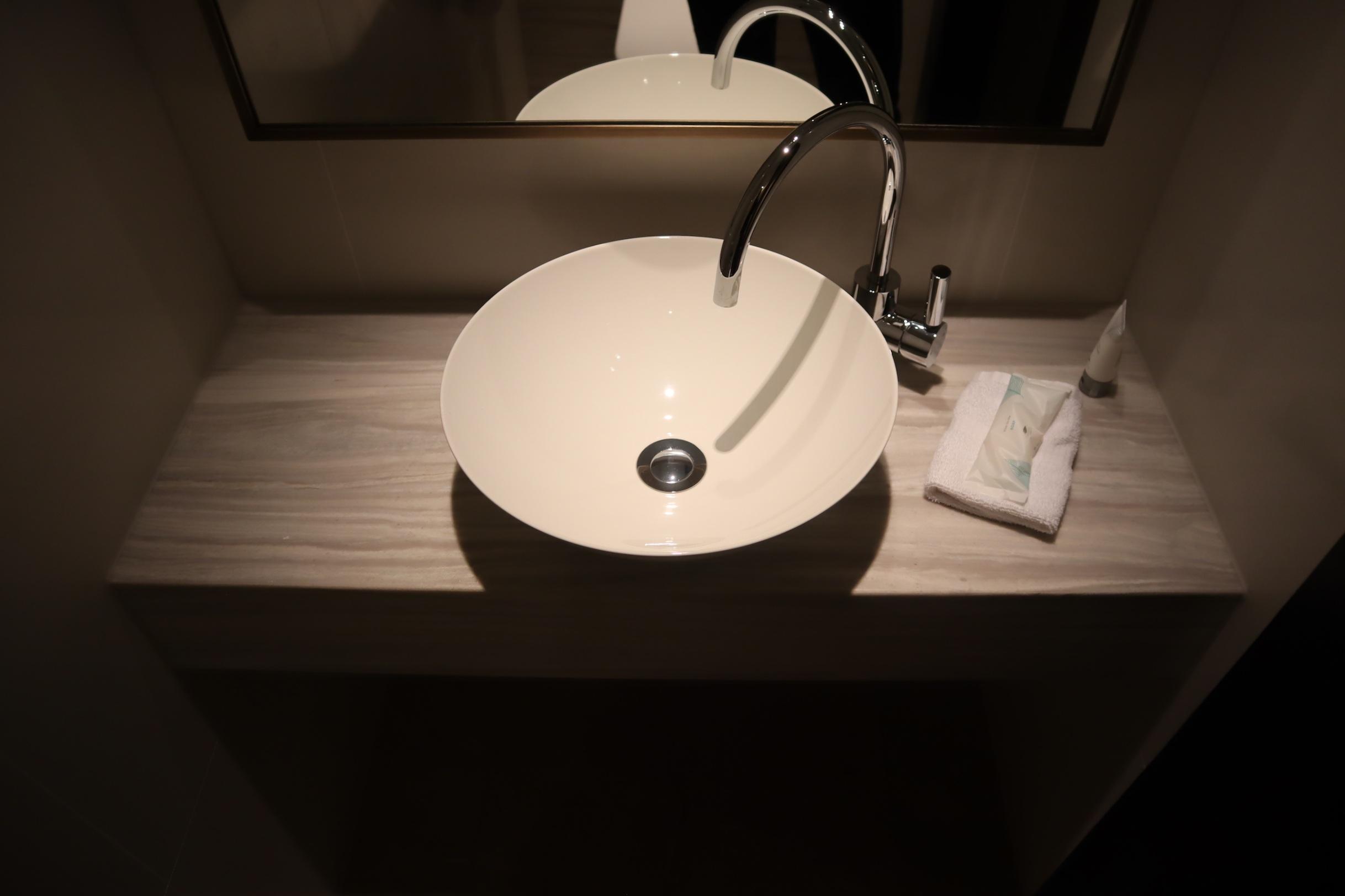 Westin Perth – Westin Suite toilet room sink