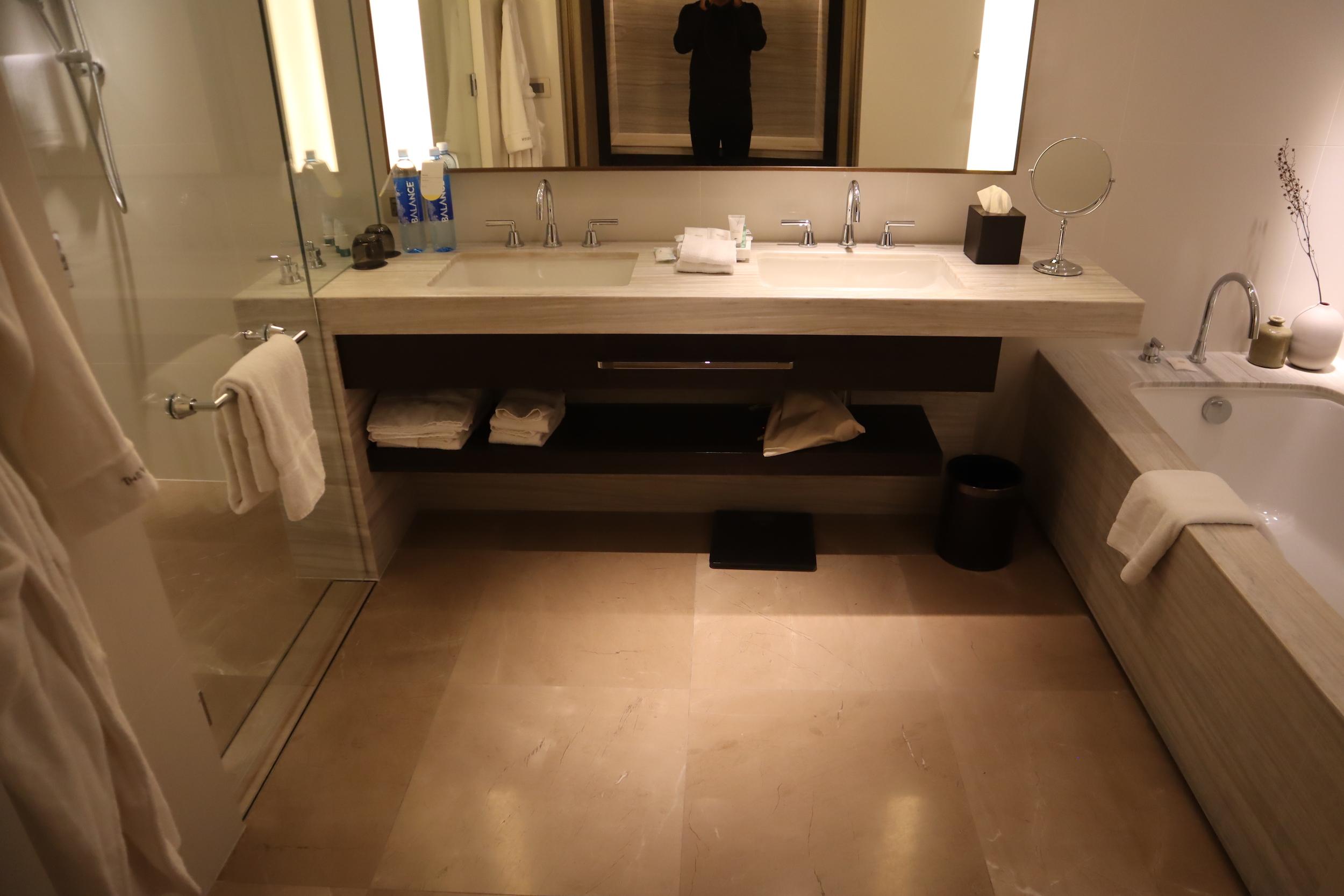 Westin Perth – Westin Suite master bathroom