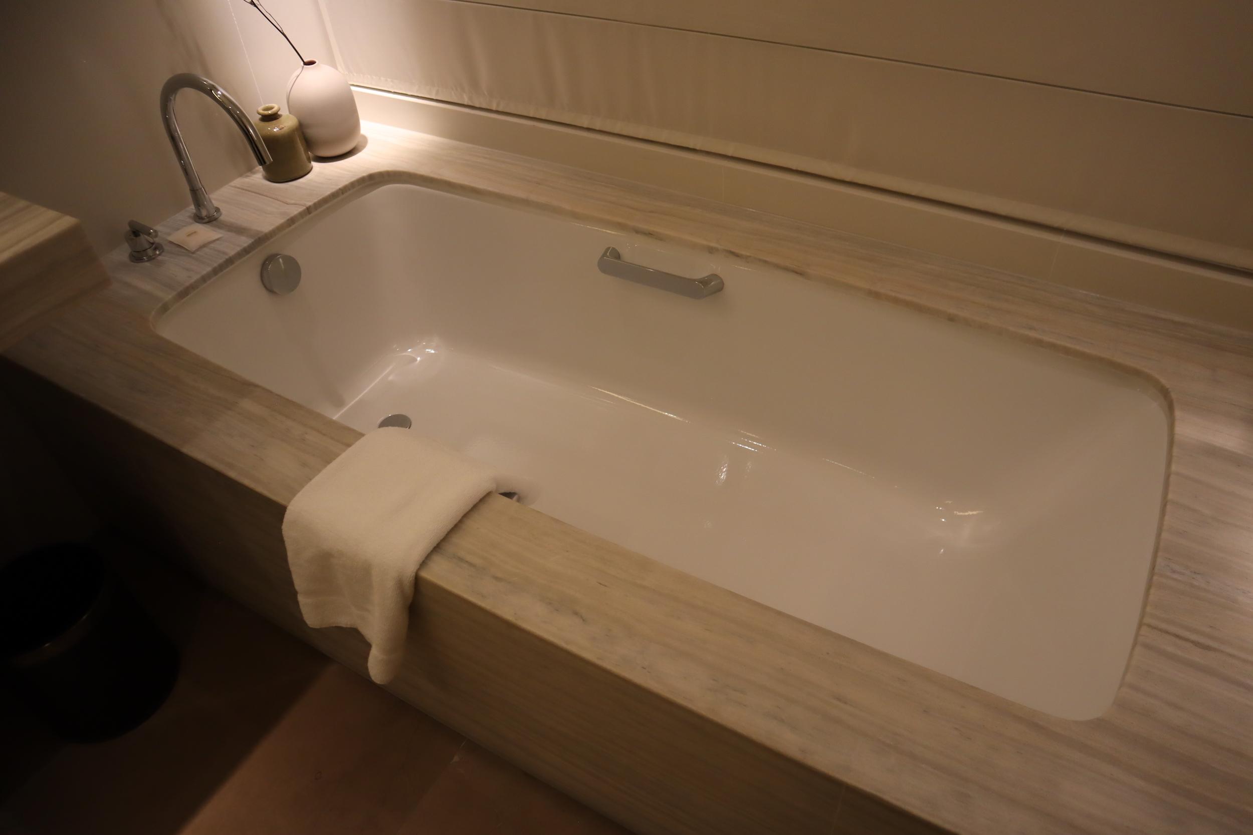 Westin Perth – Westin Suite bathtub