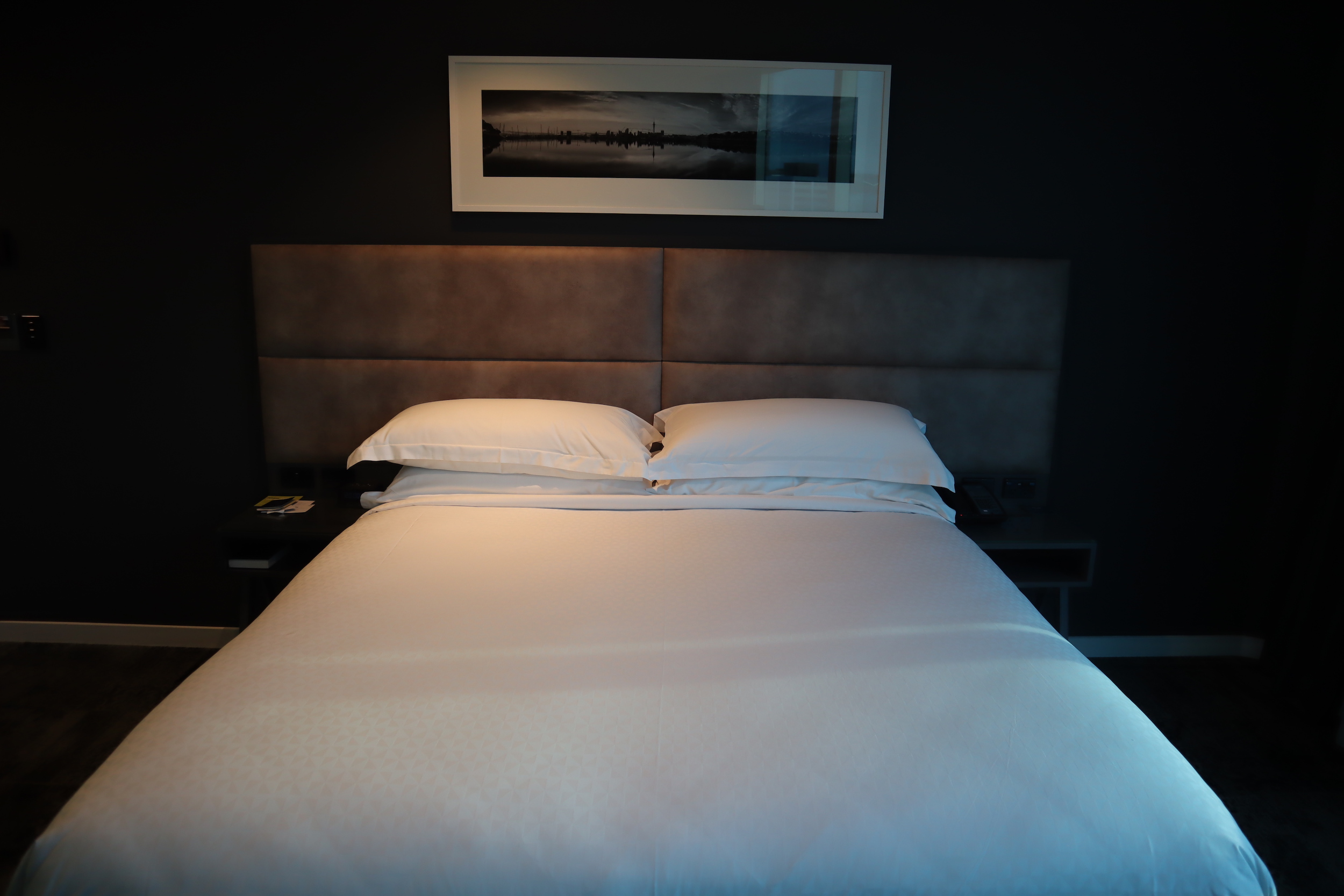 Four Points by Sheraton Auckland – Corner Room king bed