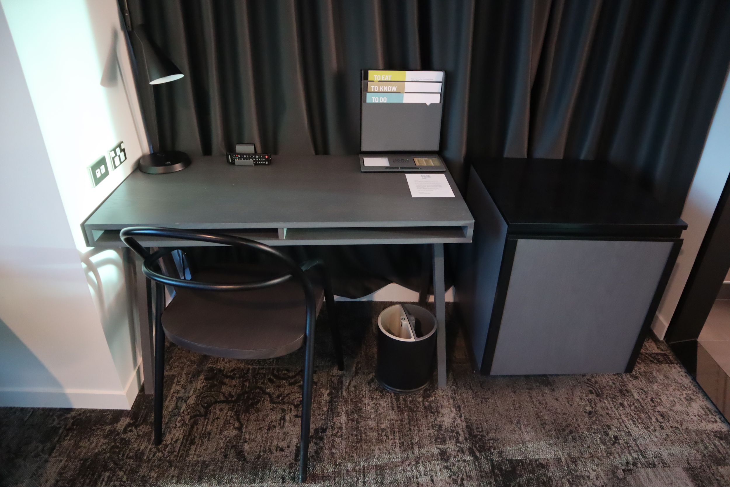 Four Points by Sheraton Auckland – Corner Room desk