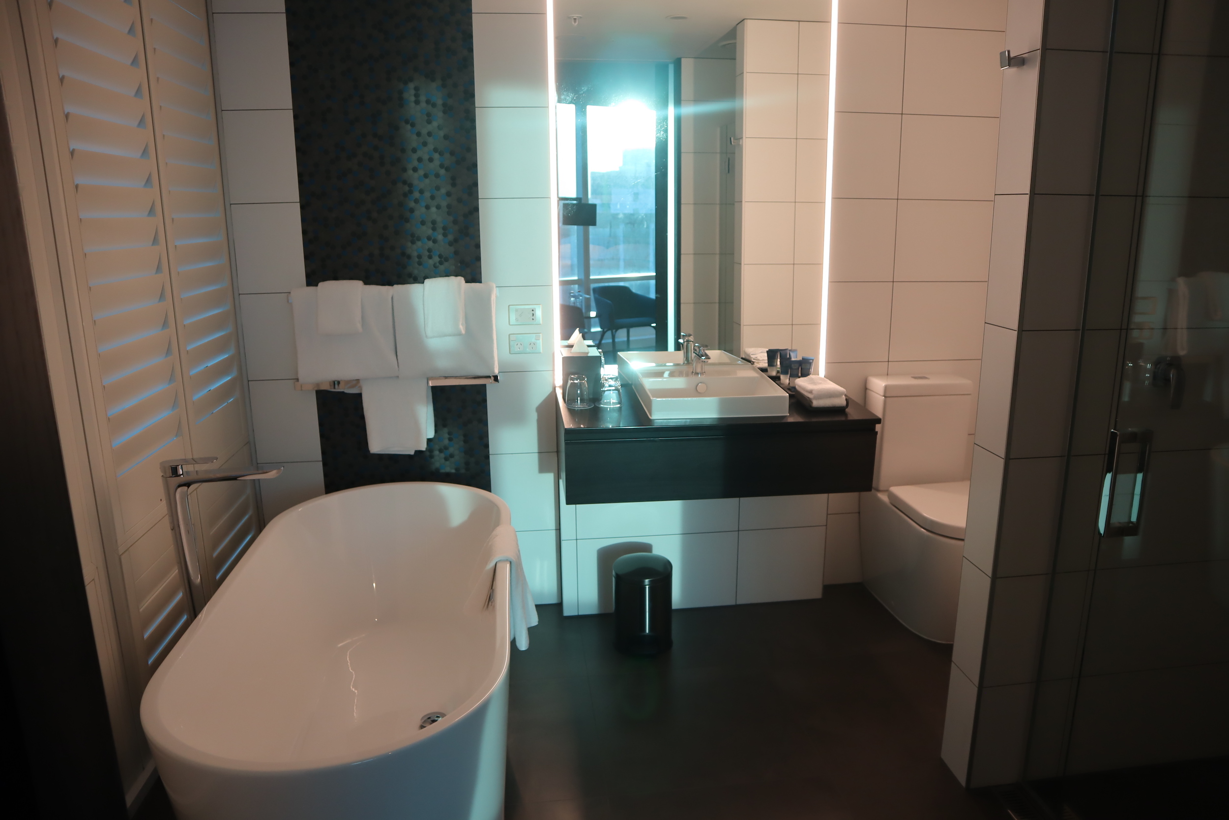 Four Points by Sheraton Auckland – Corner Room bathroom