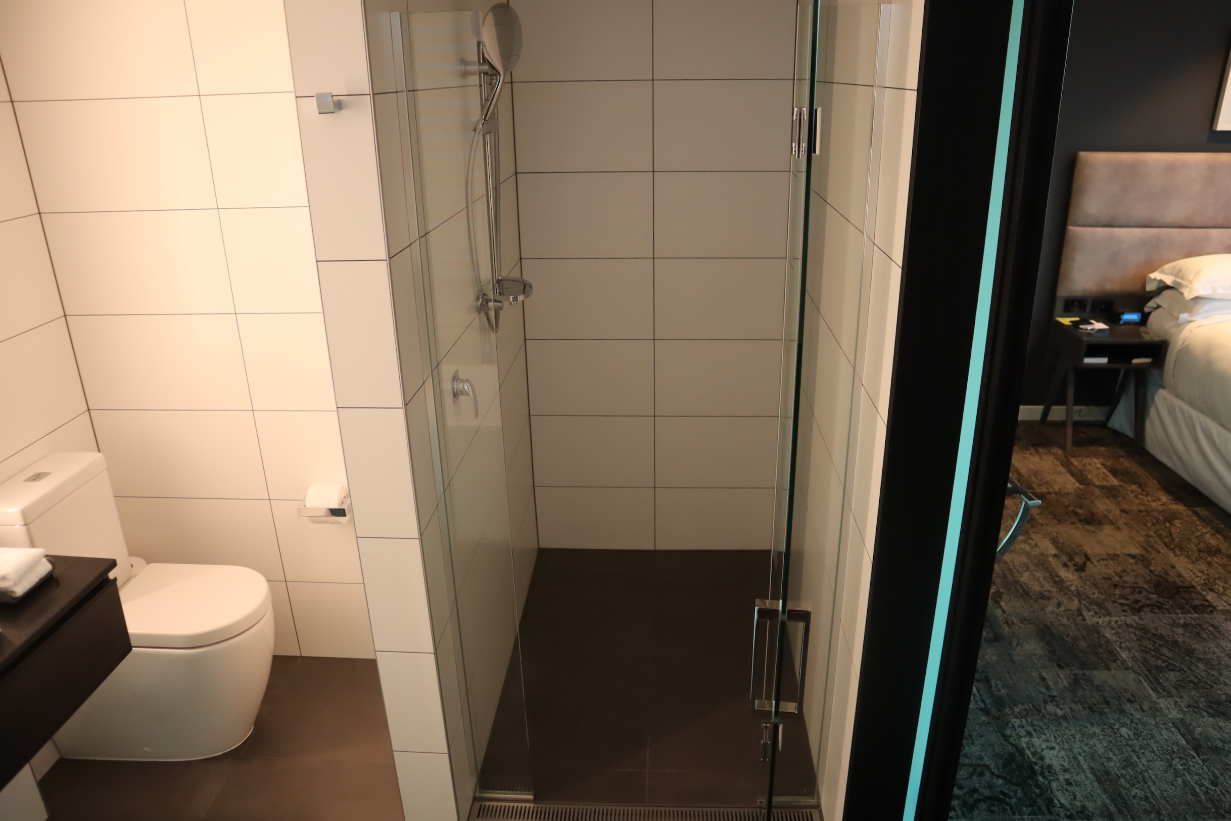 Four Points by Sheraton Auckland – Corner Room shower