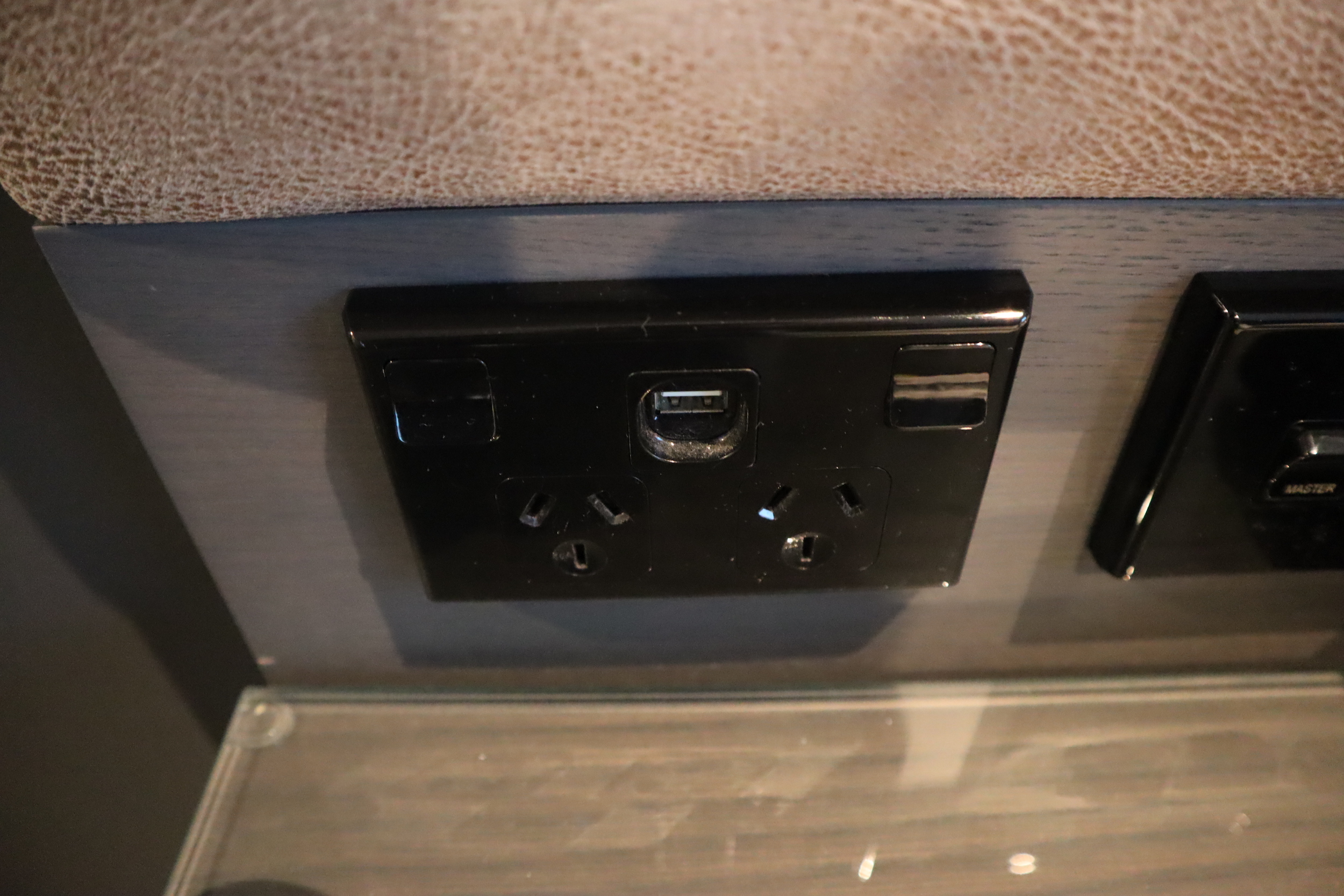 Four Points by Sheraton Auckland – Power and USB ports