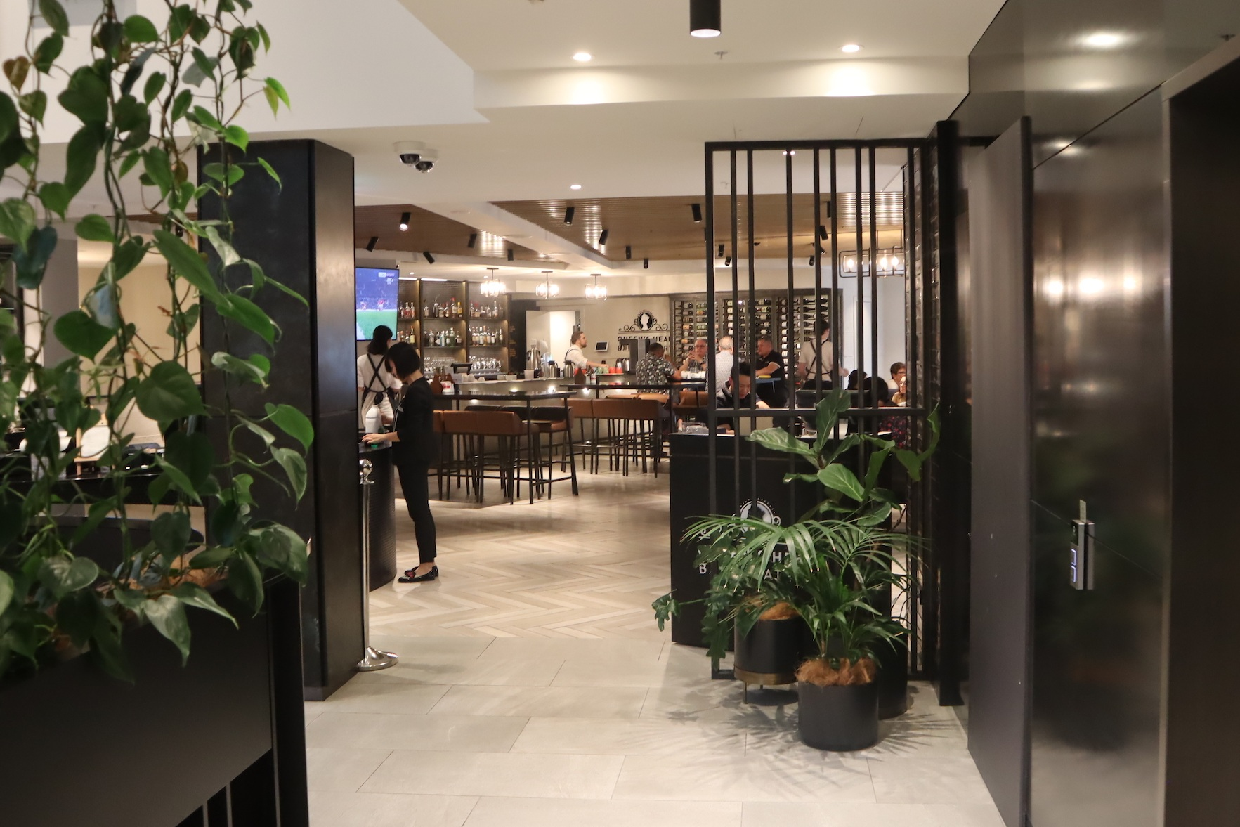Four Points by Sheraton Auckland – Queen's Head Bar & Eatery