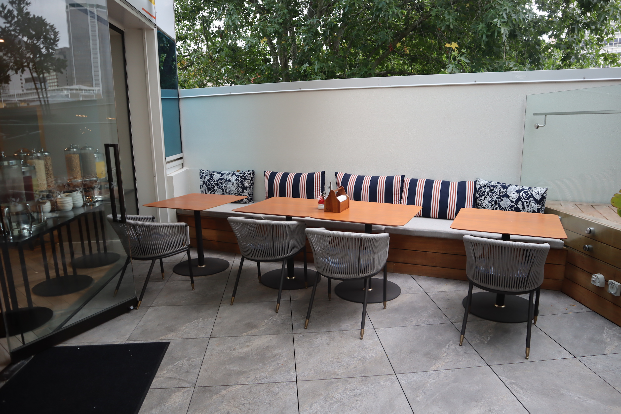 Four Points by Sheraton Auckland – Queen's Head outdoor patio