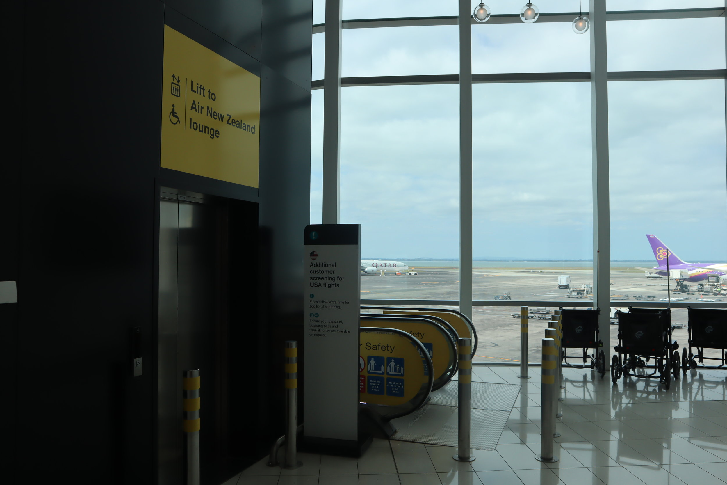 Air New Zealand Lounge Auckland – Escalators