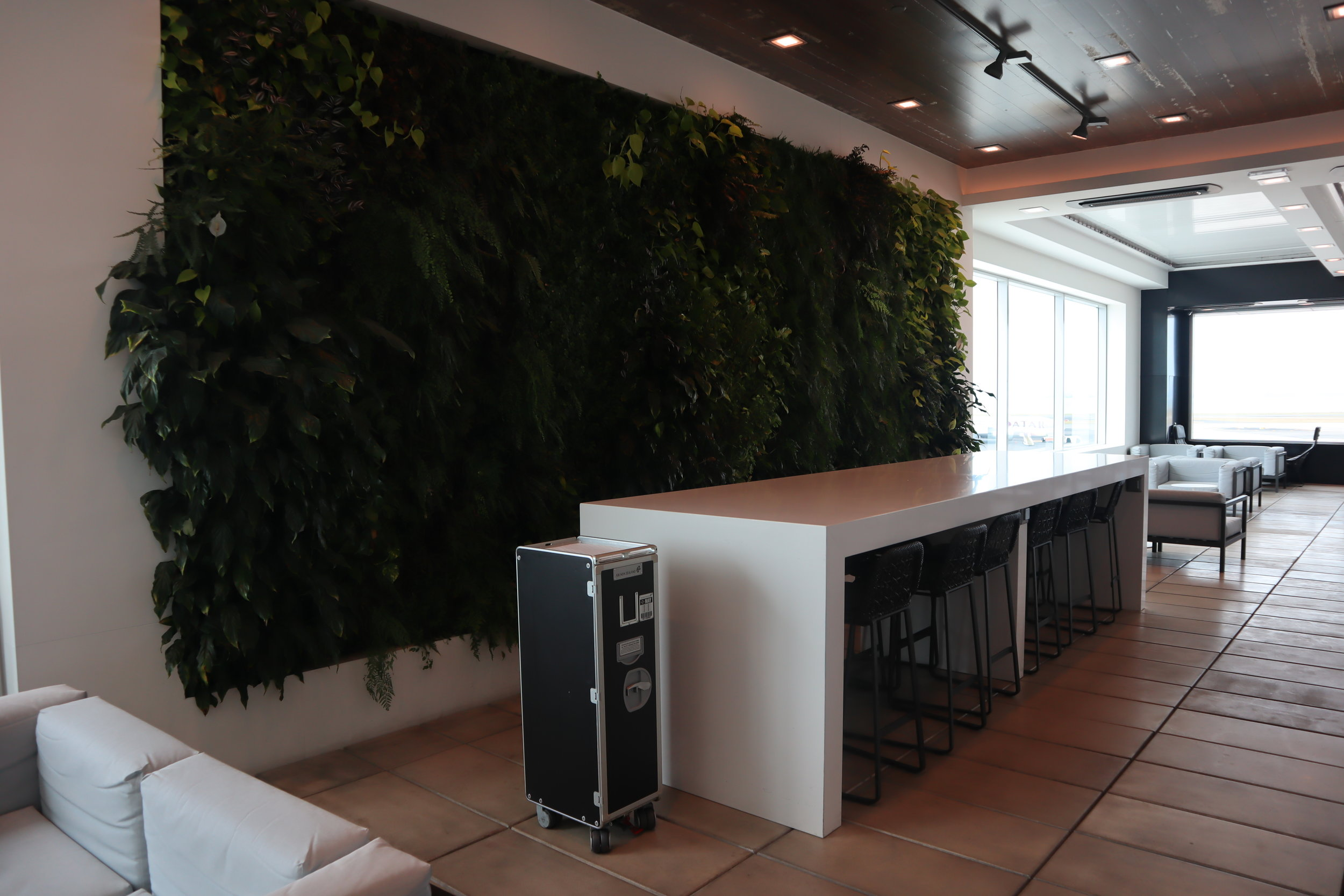 Air New Zealand Lounge Auckland – Outdoor terrace seating