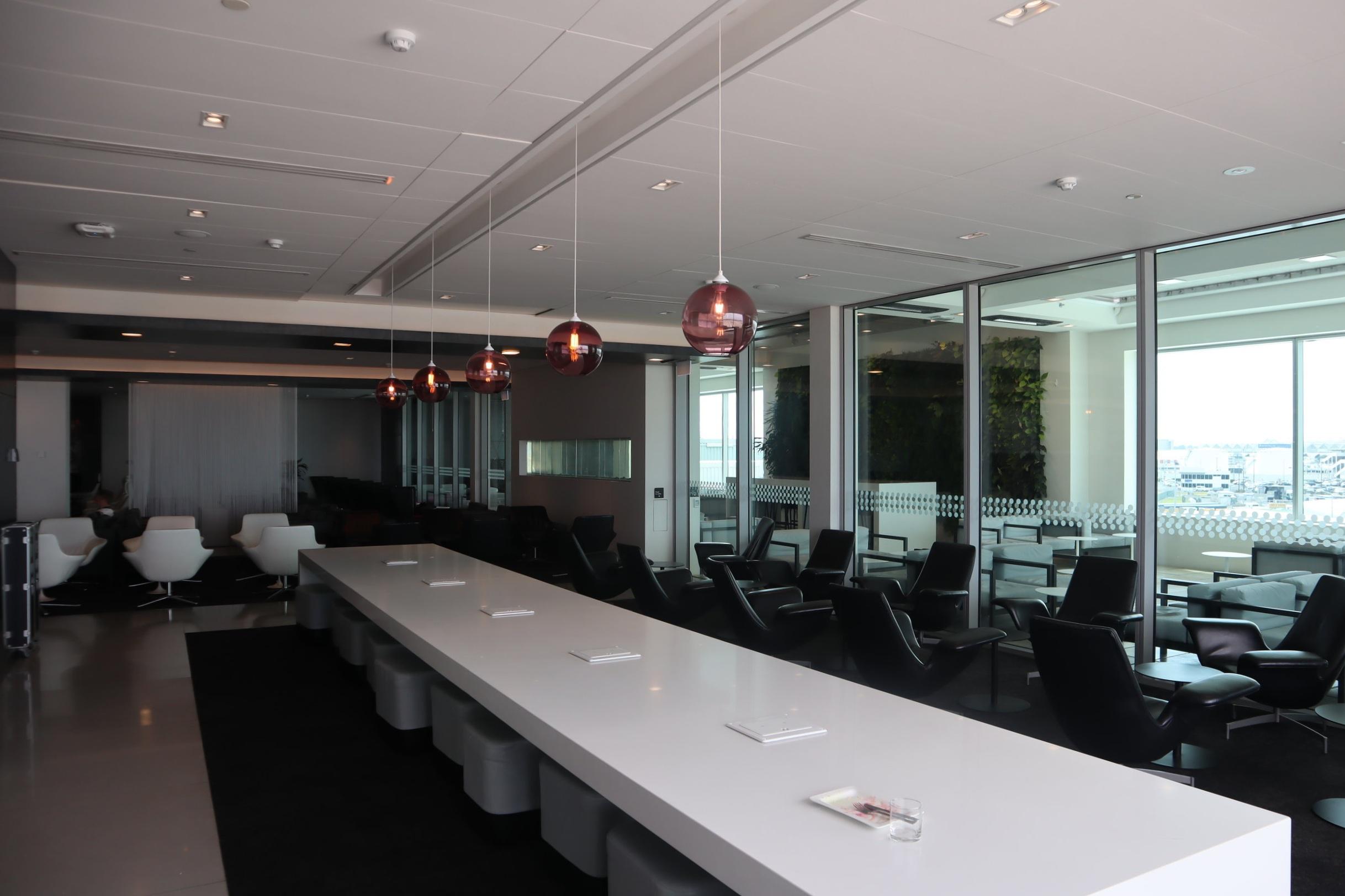 Air New Zealand Lounge Auckland – Work bench