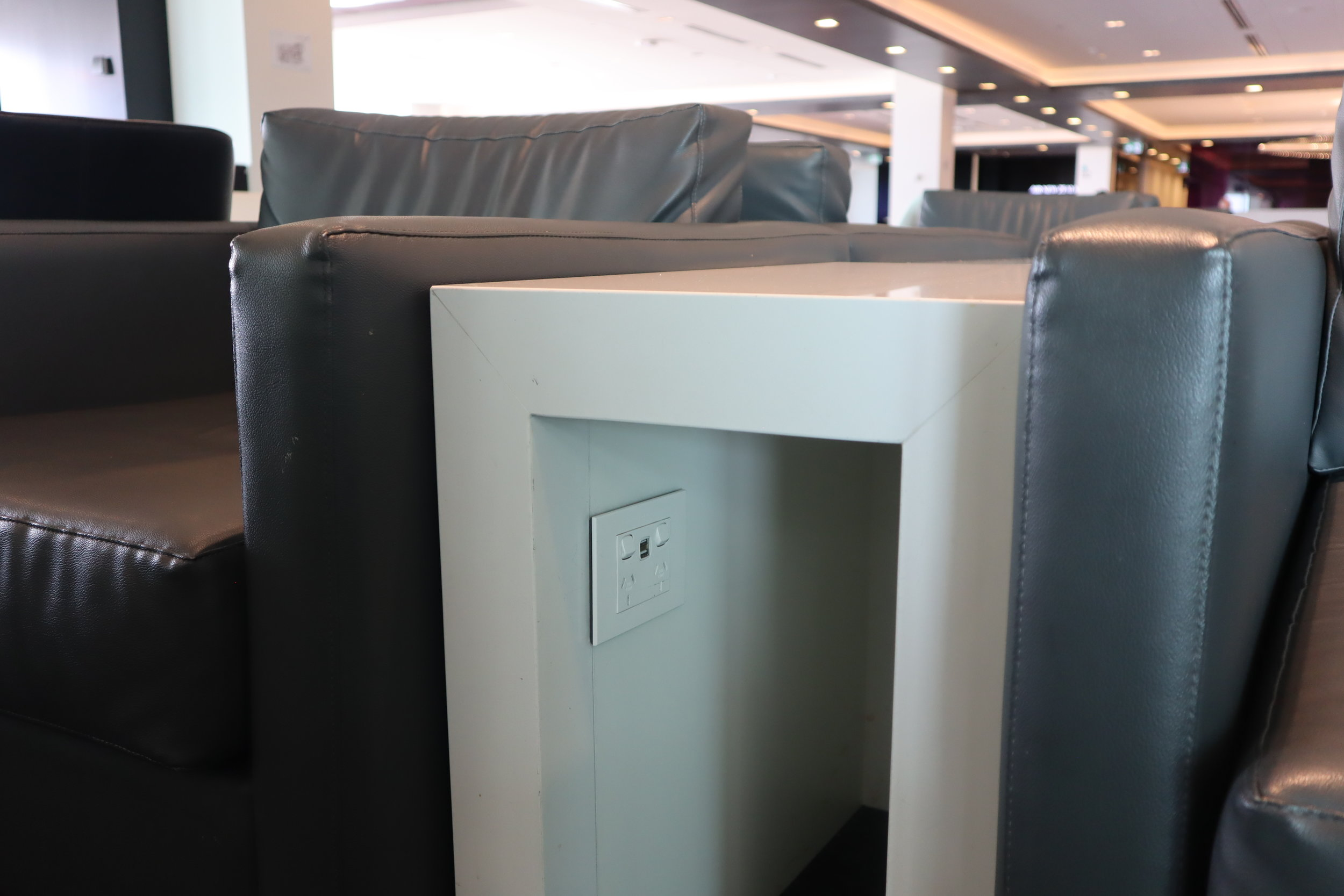 Air New Zealand Lounge Auckland – USB and power ports