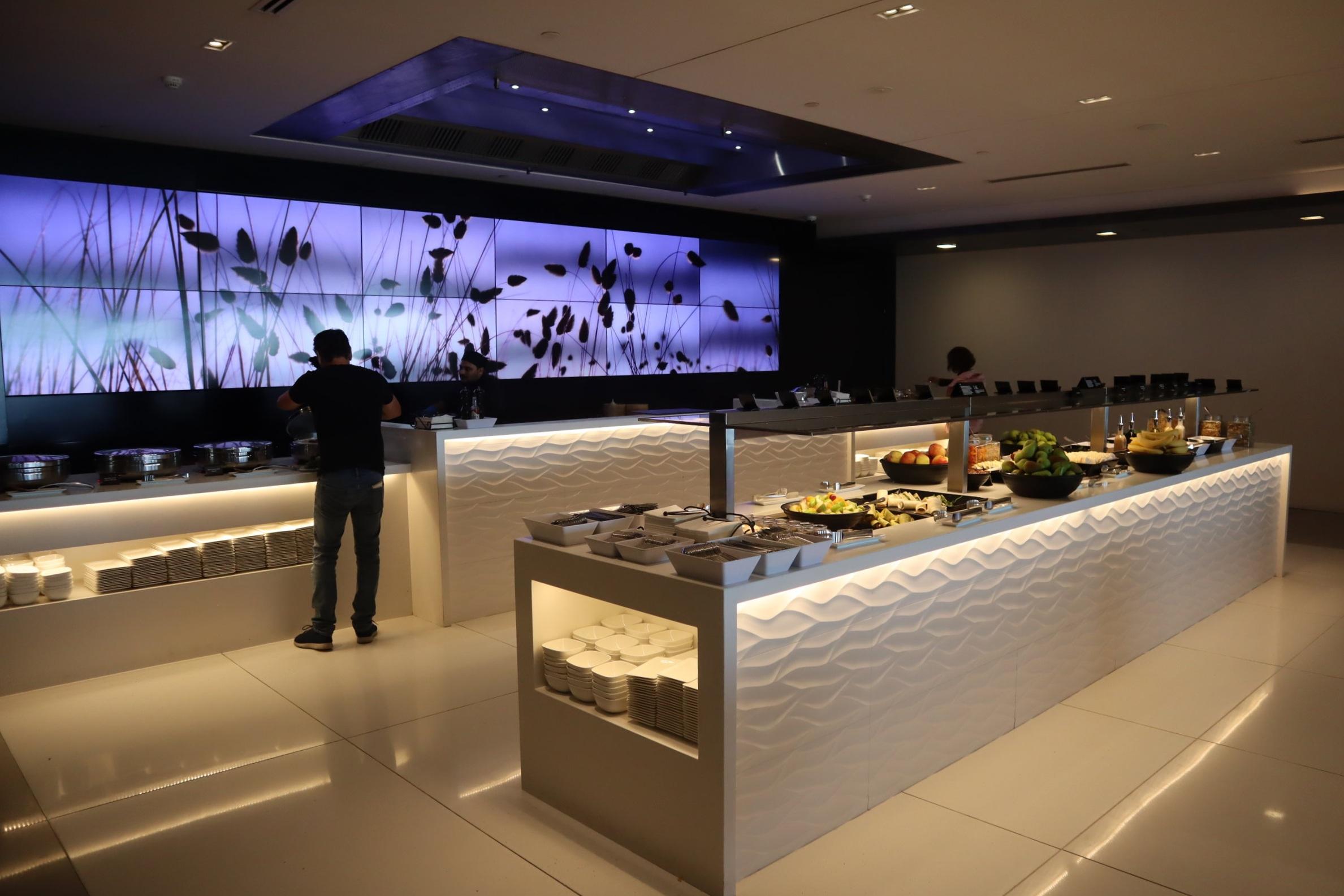 Air New Zealand Lounge Auckland – Buffet spread