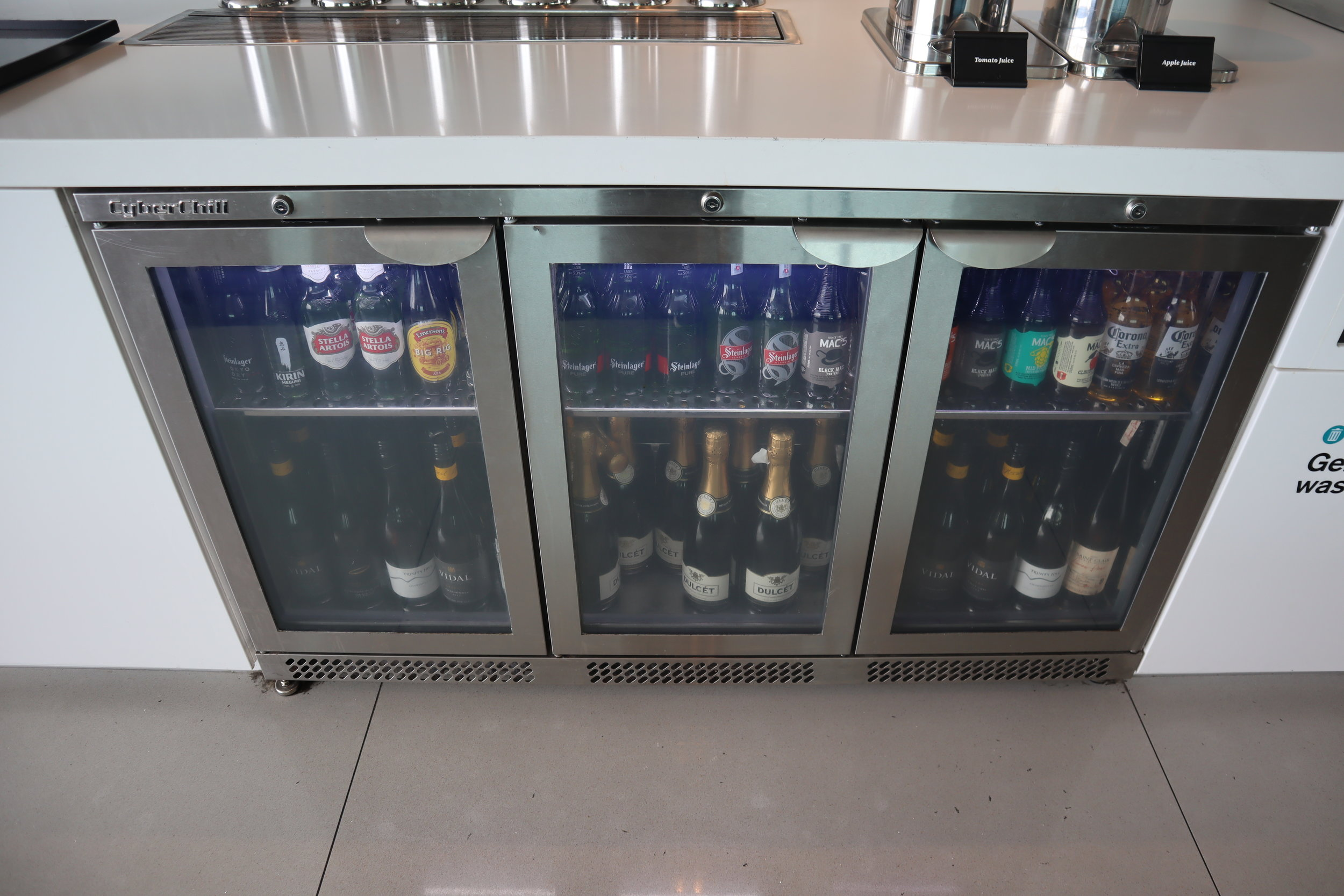 Air New Zealand Lounge Auckland – Beer and wine