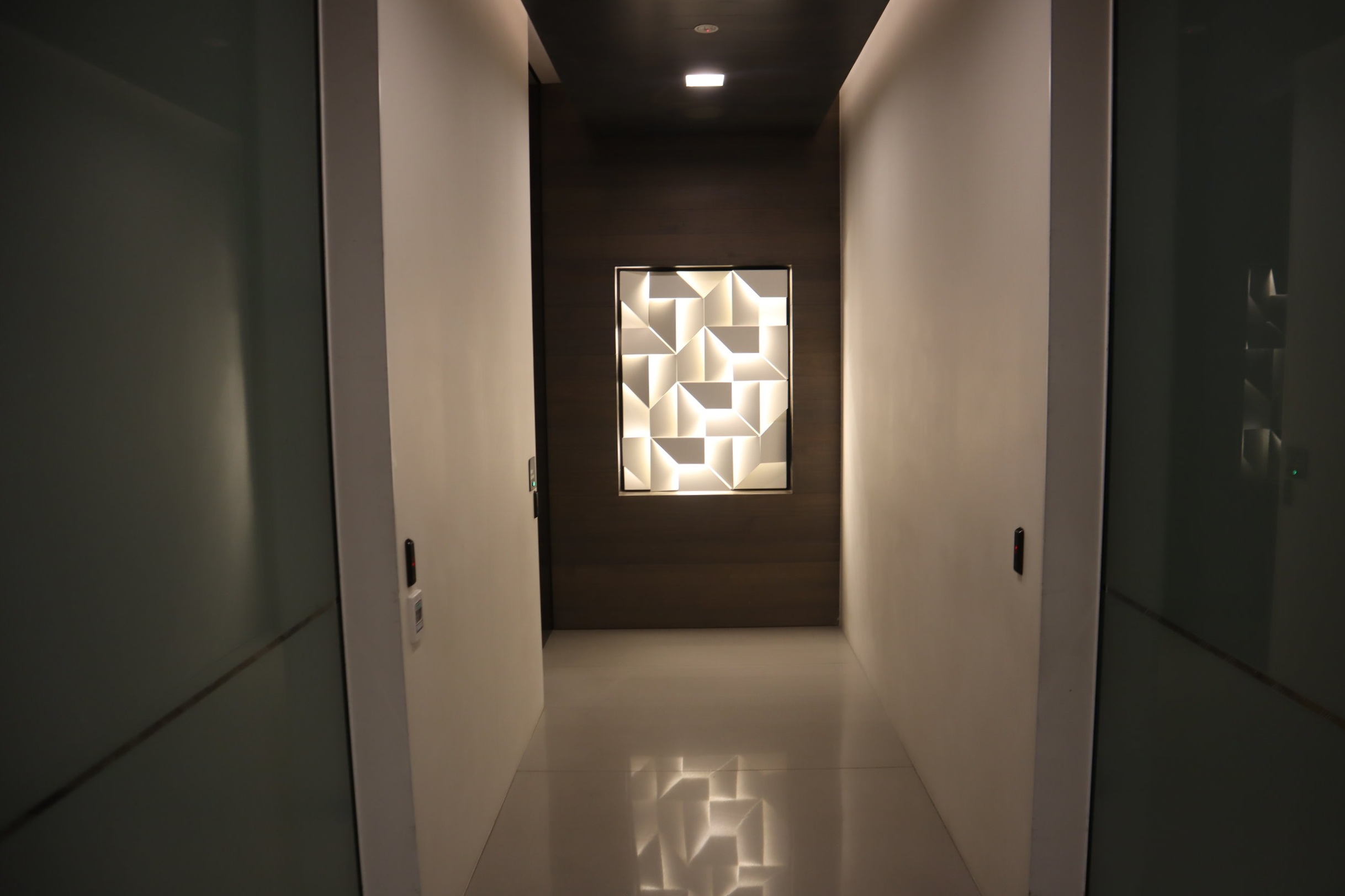 Air New Zealand Lounge Auckland – Hallway to showers