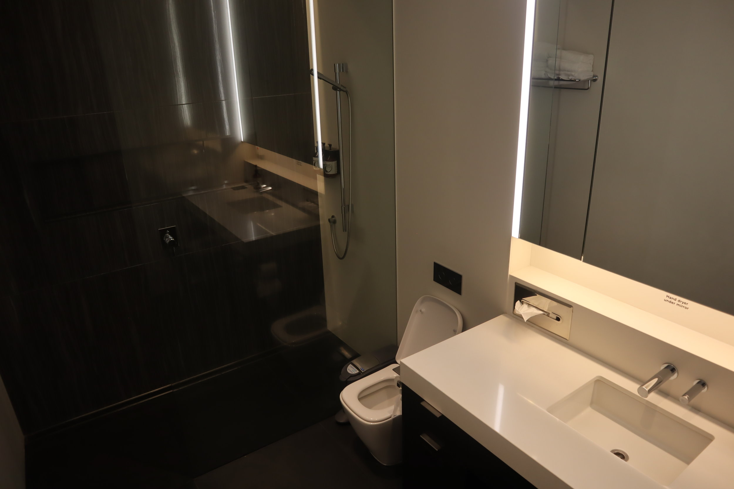 Air New Zealand Lounge Auckland – Shower room