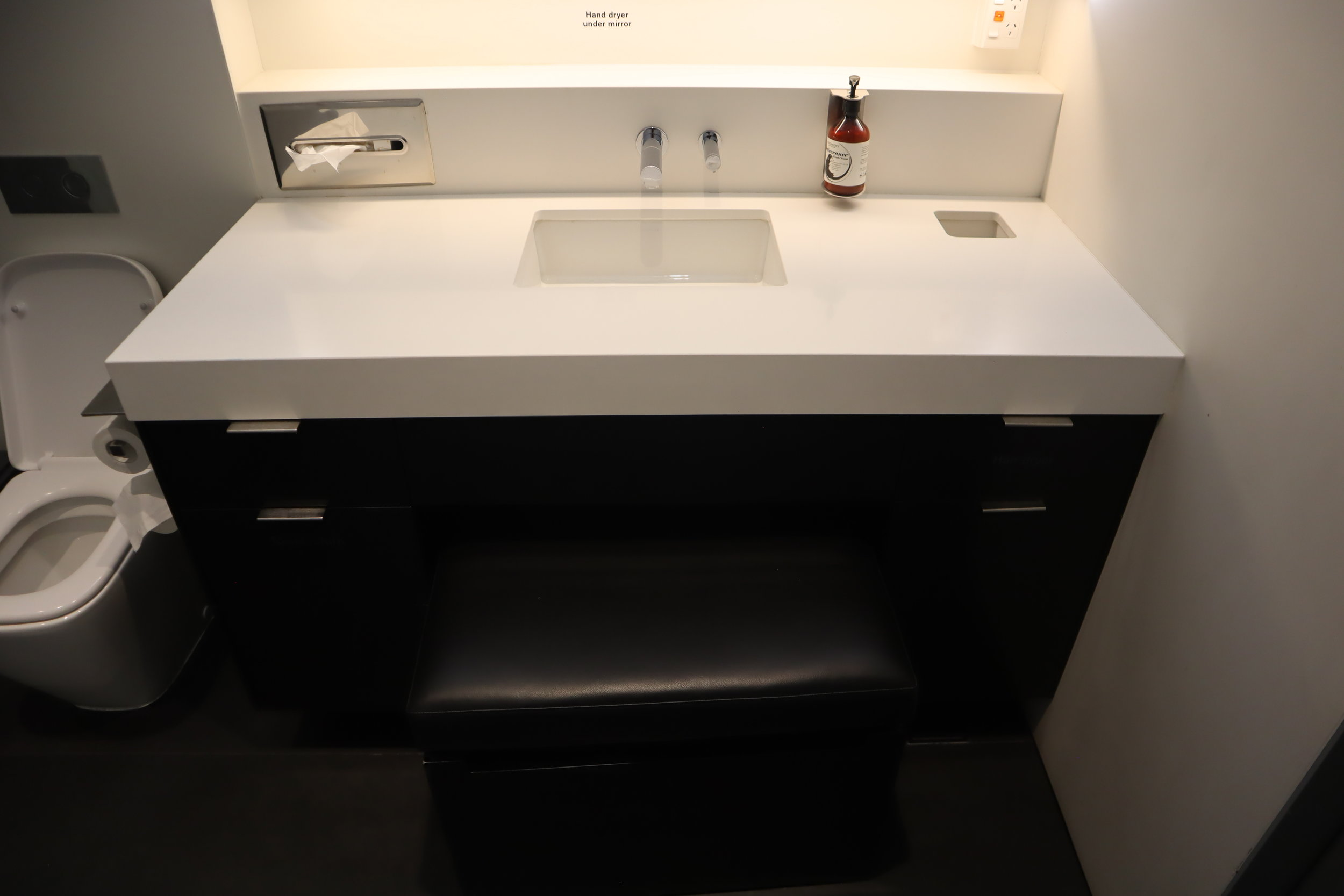 Air New Zealand Lounge Auckland – Shower room sink