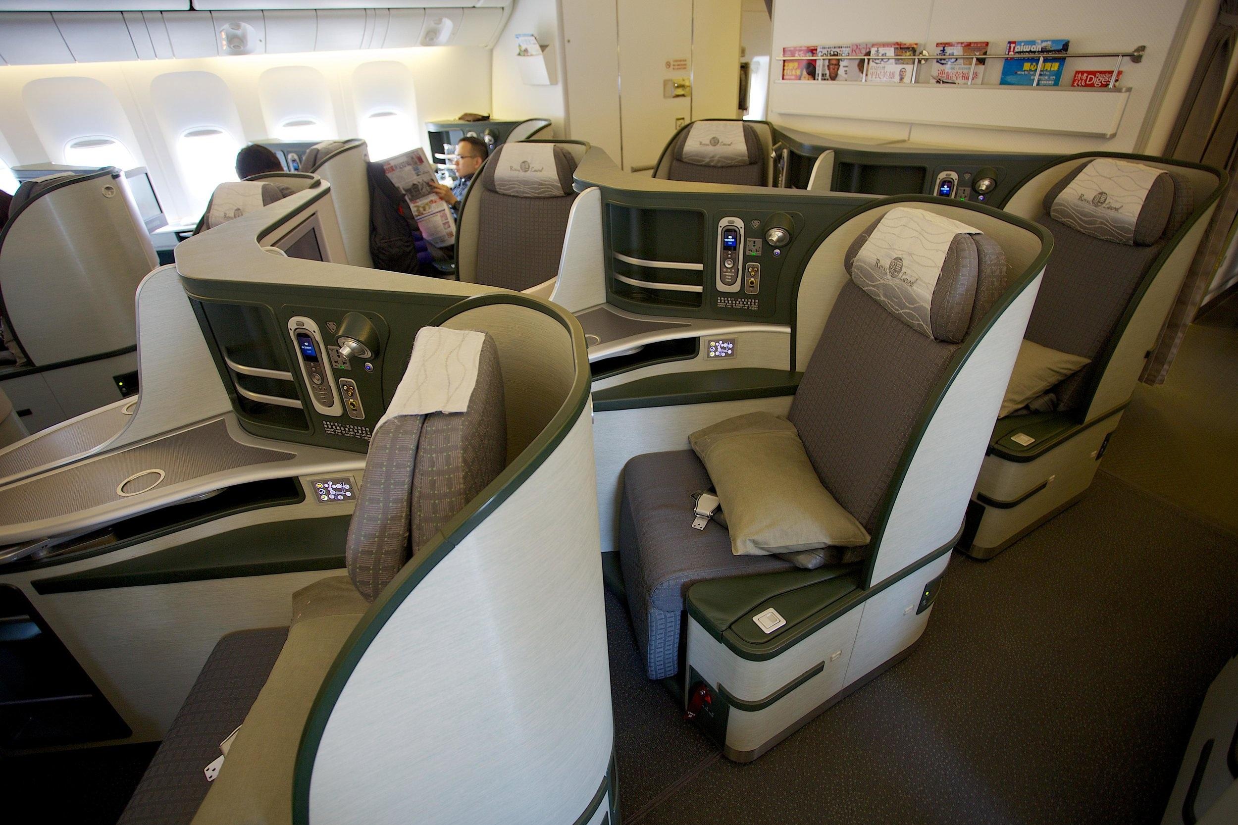 EVA_Air_Royal_Laurel_Class_%2812834007415%29.jpg