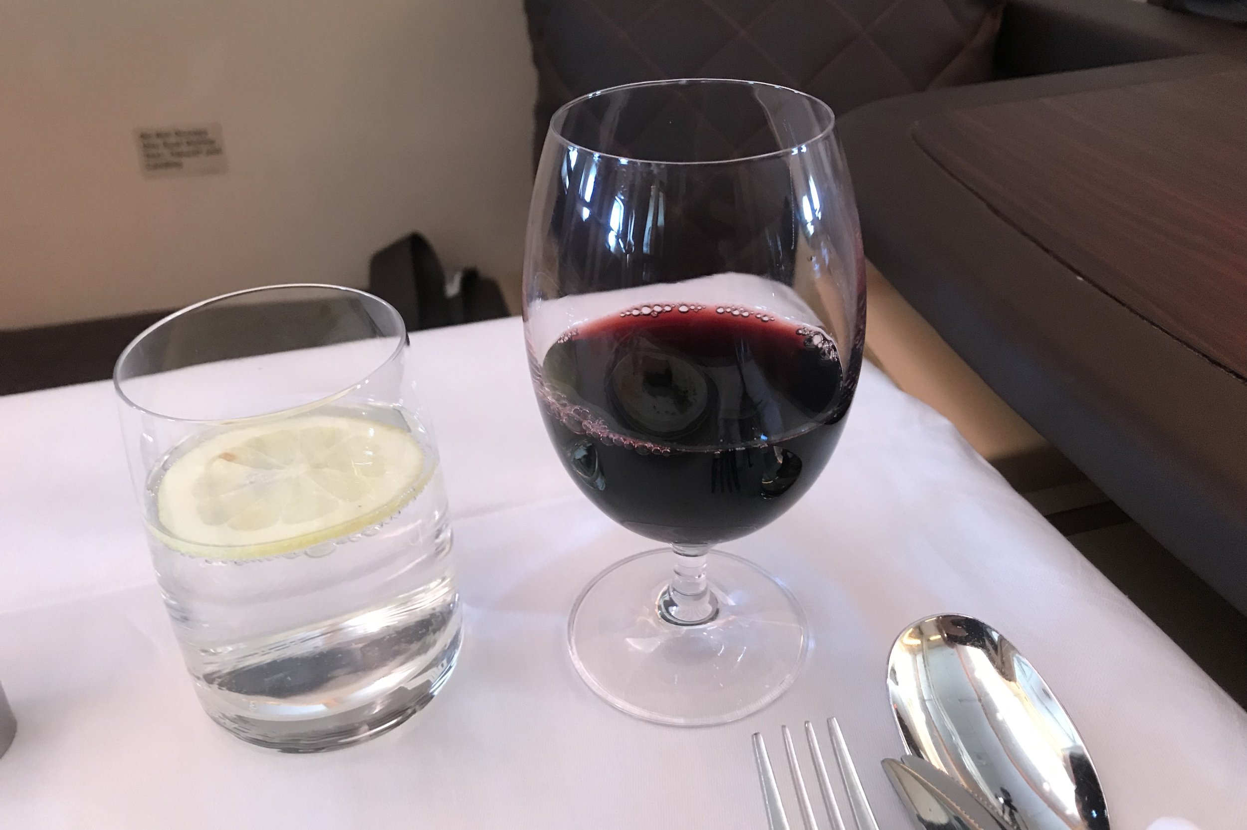 Singapore Airlines Suites Class – Red wine