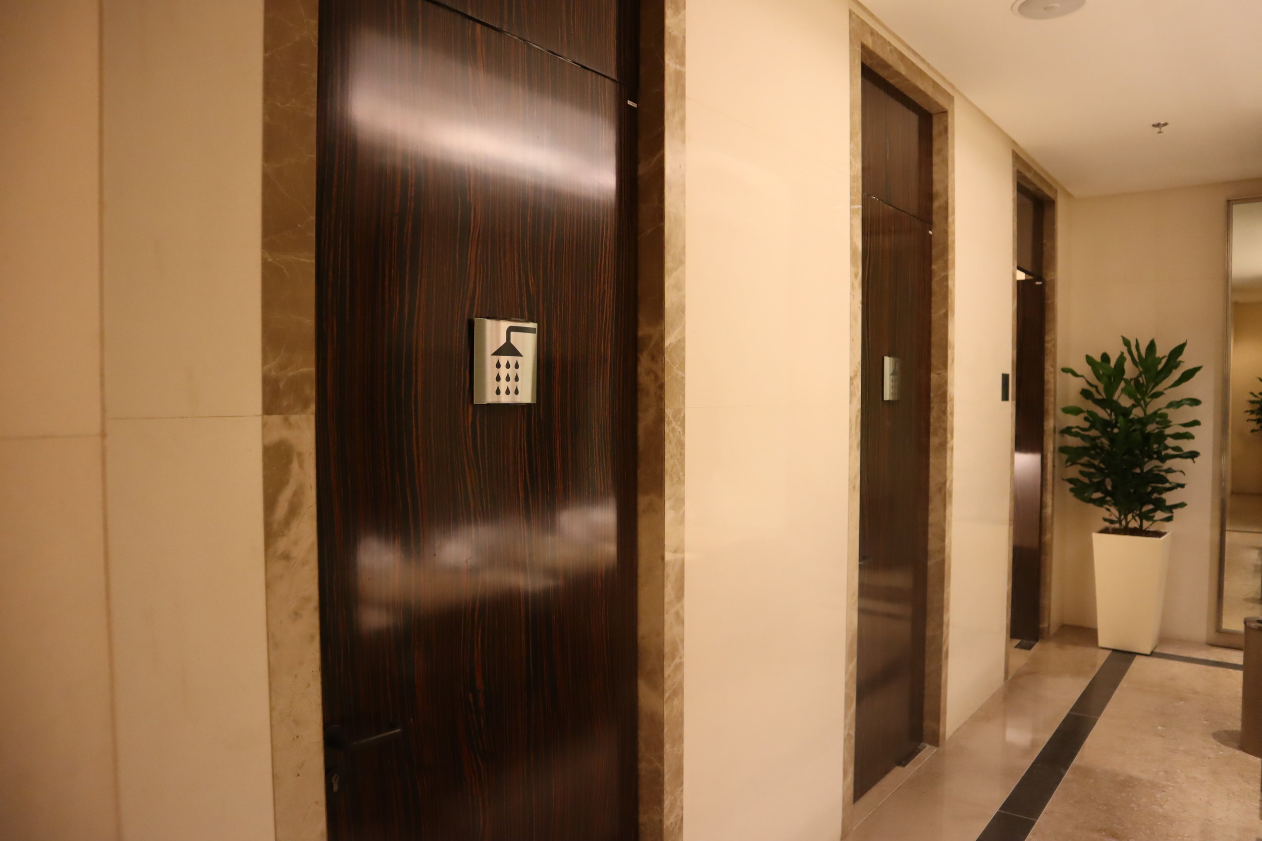 The Private Room by Singapore Airlines – Shower rooms