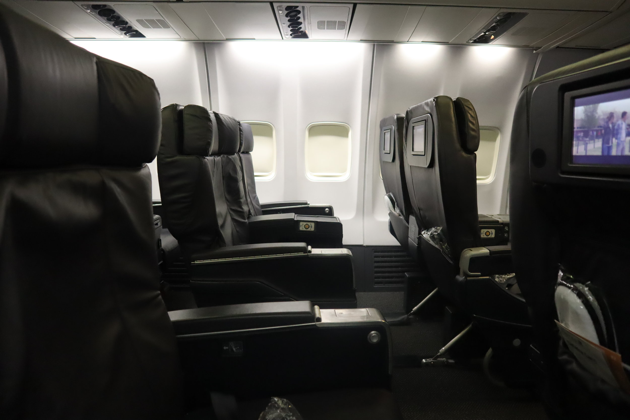 United 737 business class
