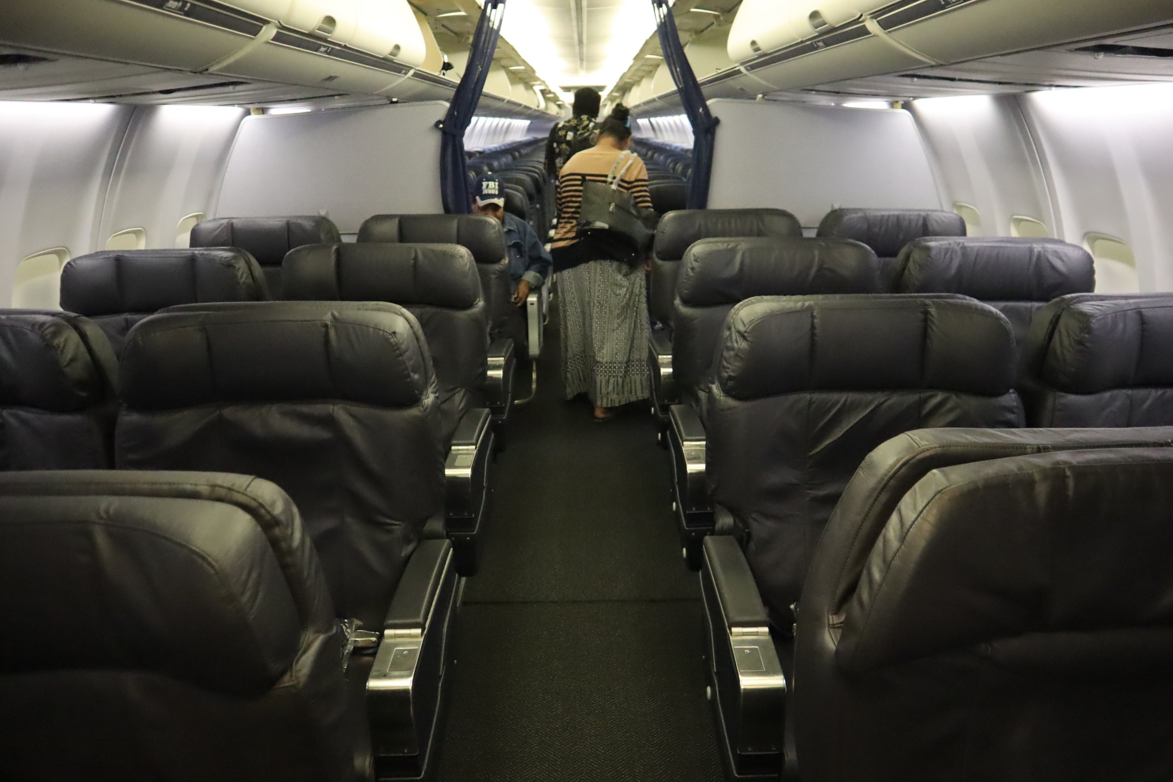 United 737 business class – Cabin