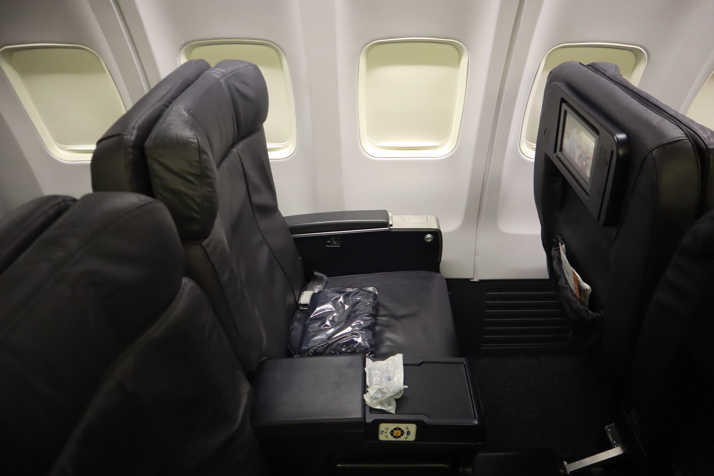 United 737 business class – Seats