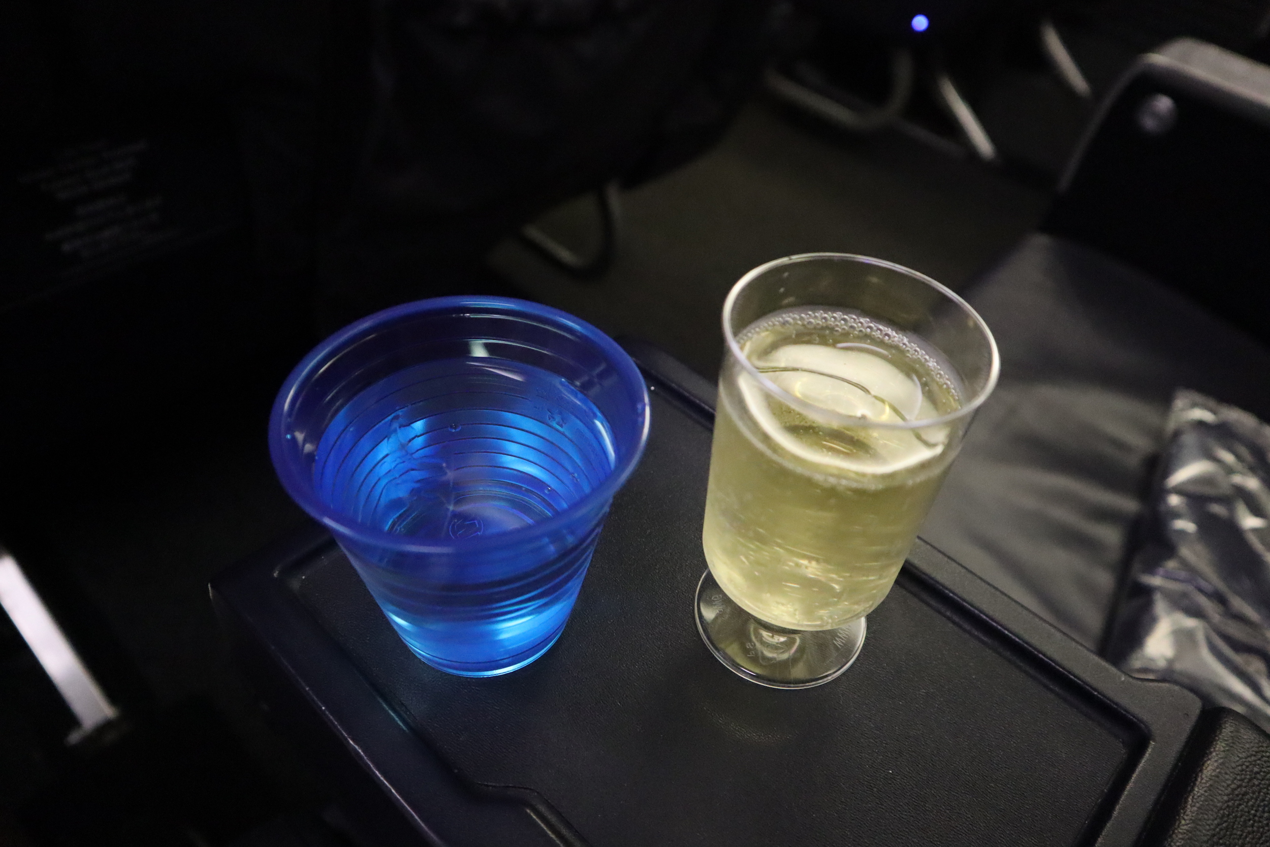 United 737 business class – Welcome drink
