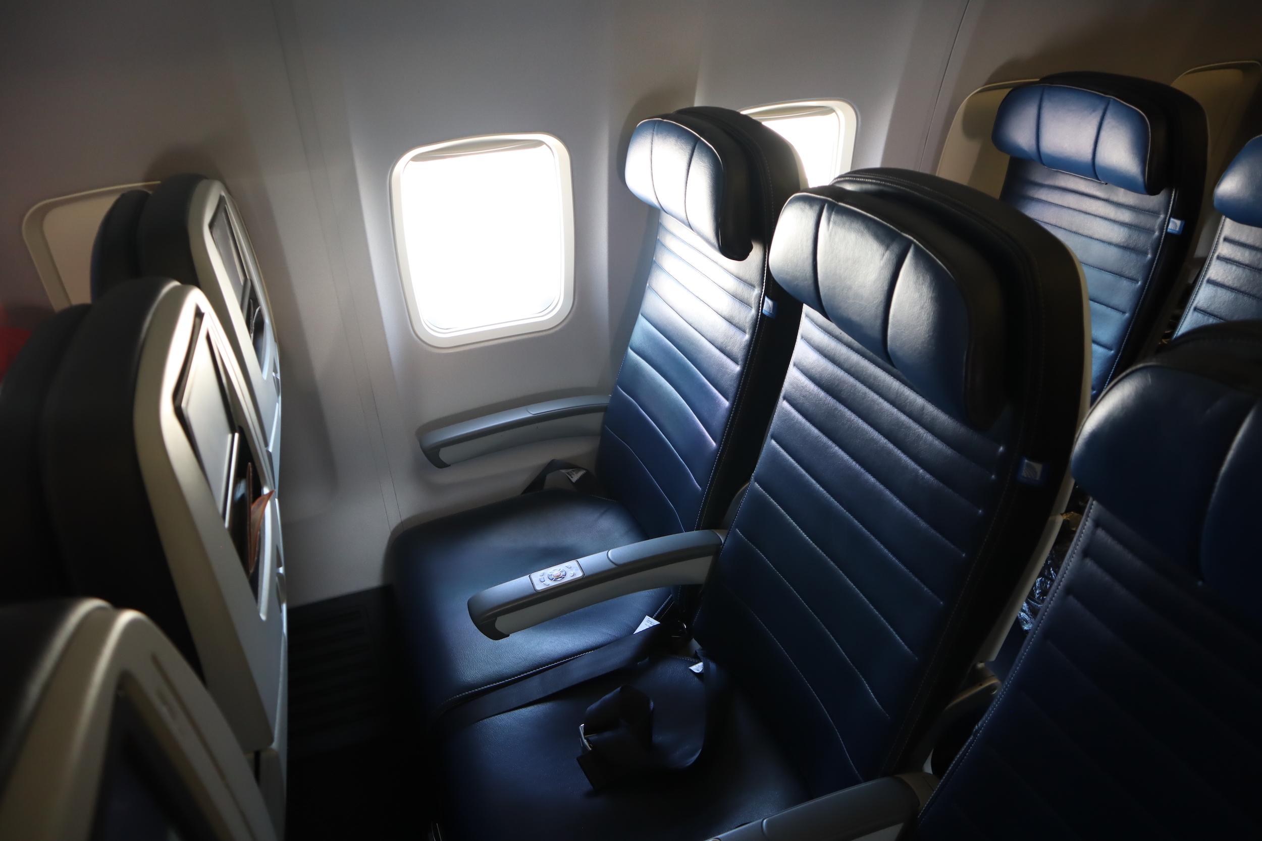 United 737 economy class – Seat 27F