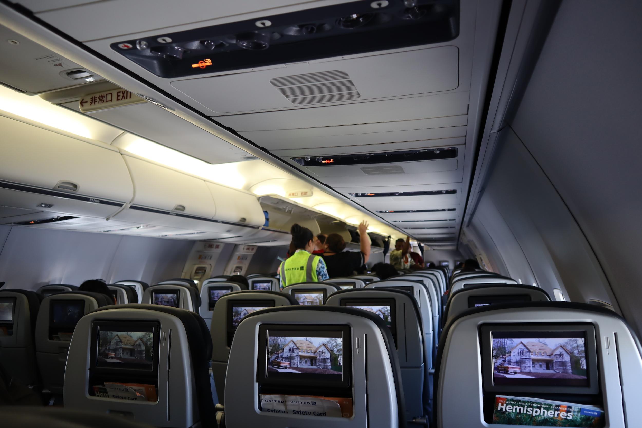 United 737 economy class – Cabin