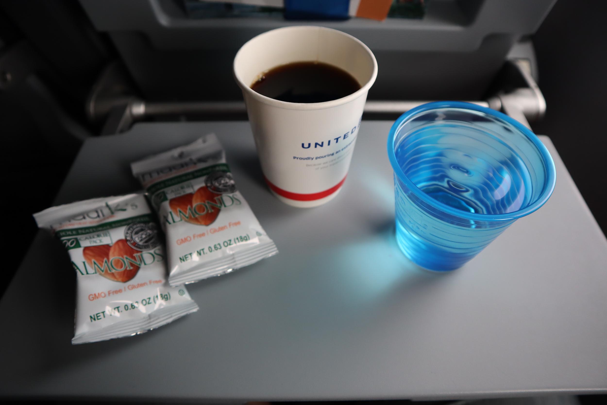 United Flight 155 – In-flight snack and drinks