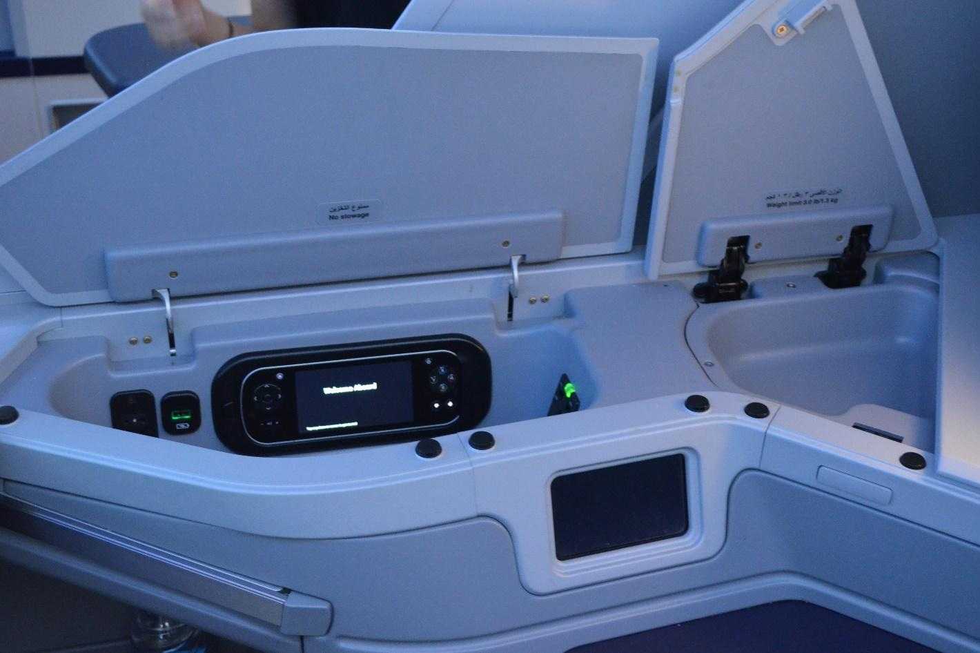EgyptAir 787 business class – Storage units