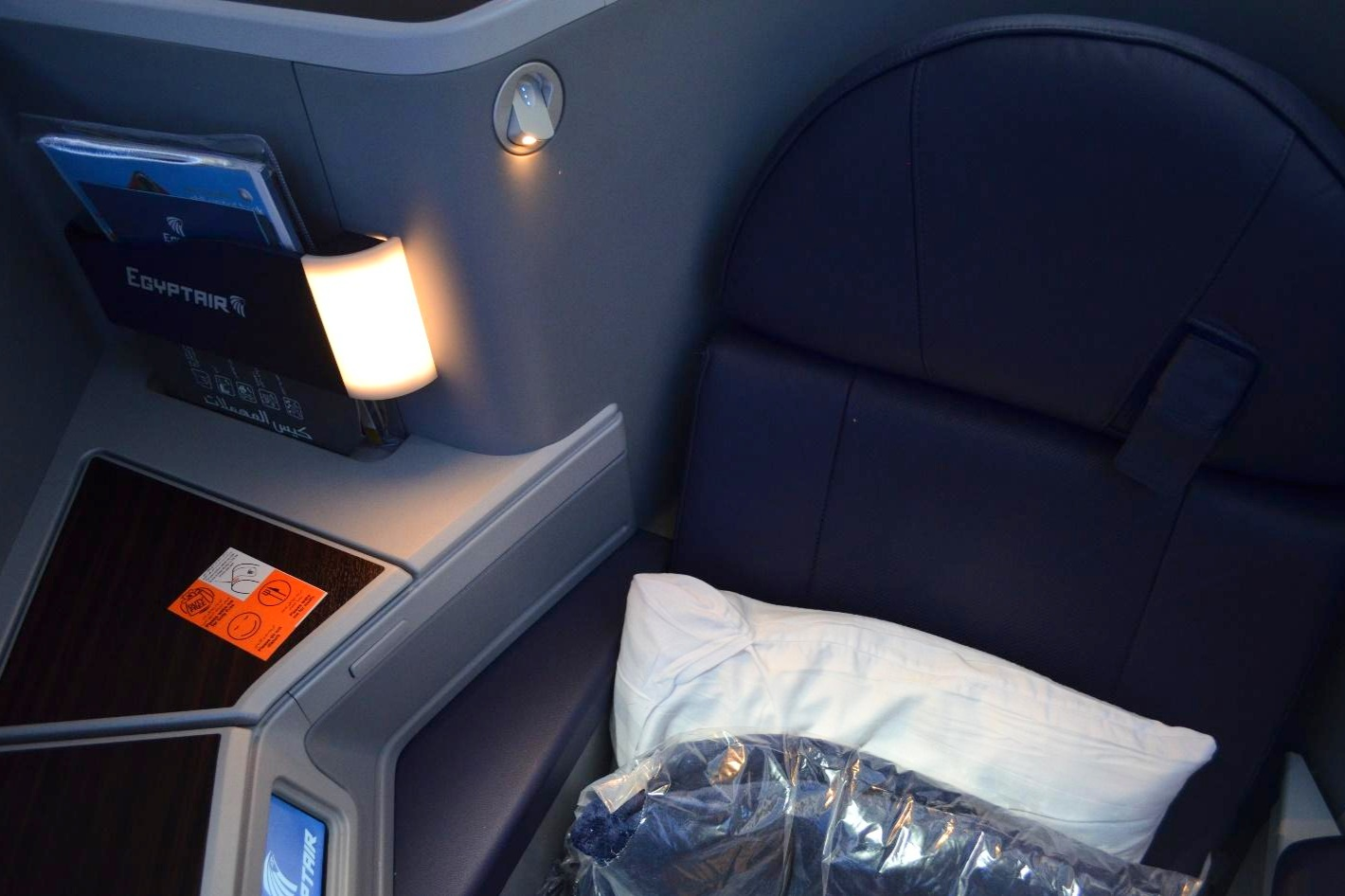 EgyptAir 787 business class – In-seat lamp