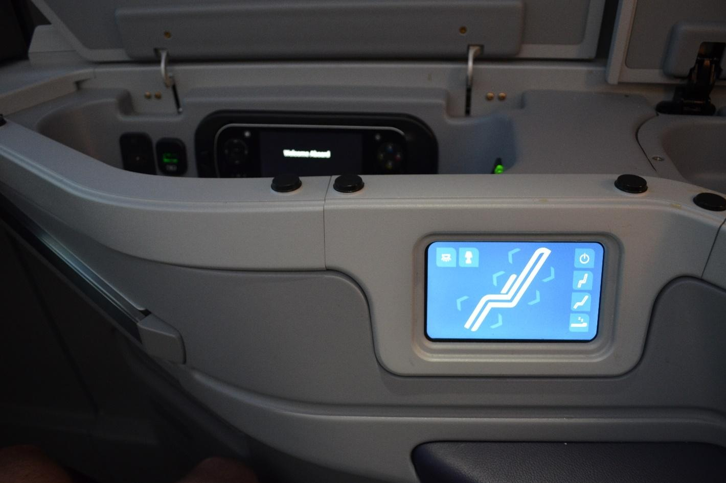EgyptAir 787 business class – Seat controls