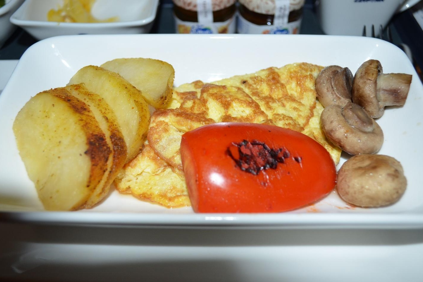 EgyptAir 787 business class – Omelette with mushroom and potato