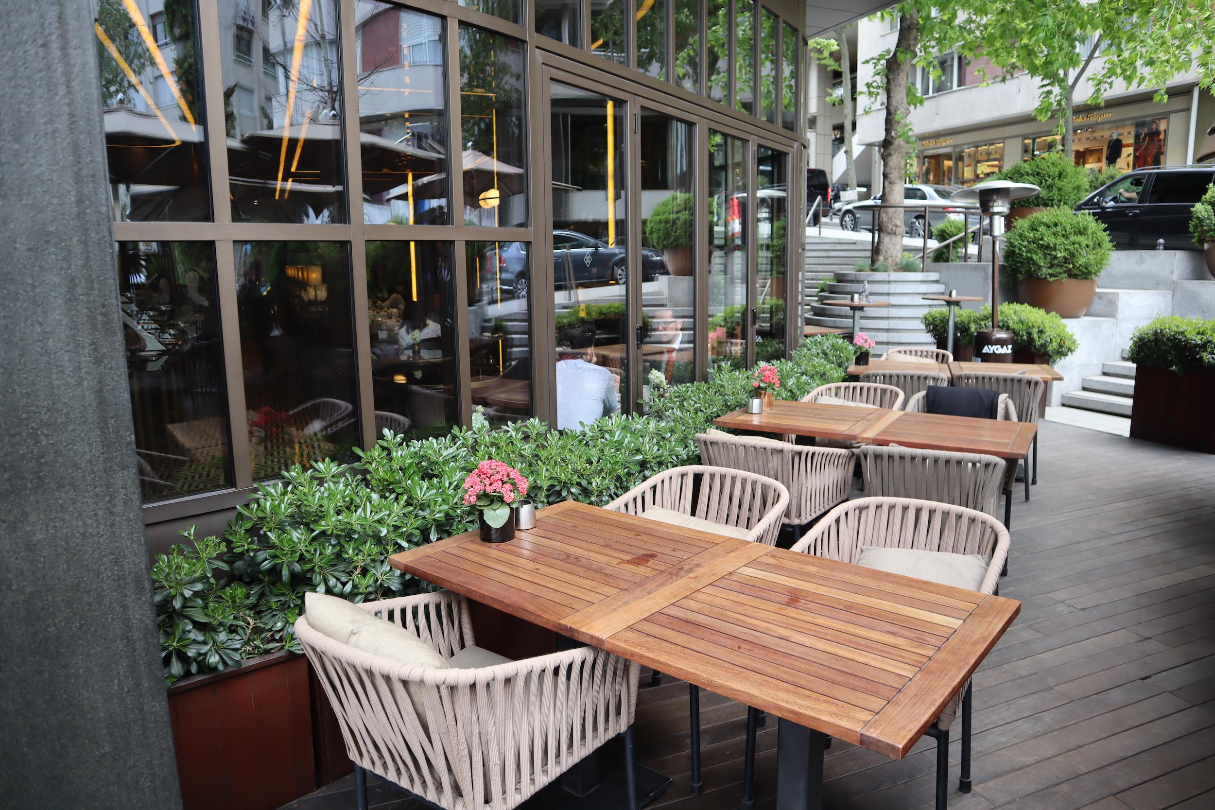 St. Regis Istanbul – St. Regis Brasserie outdoor patio