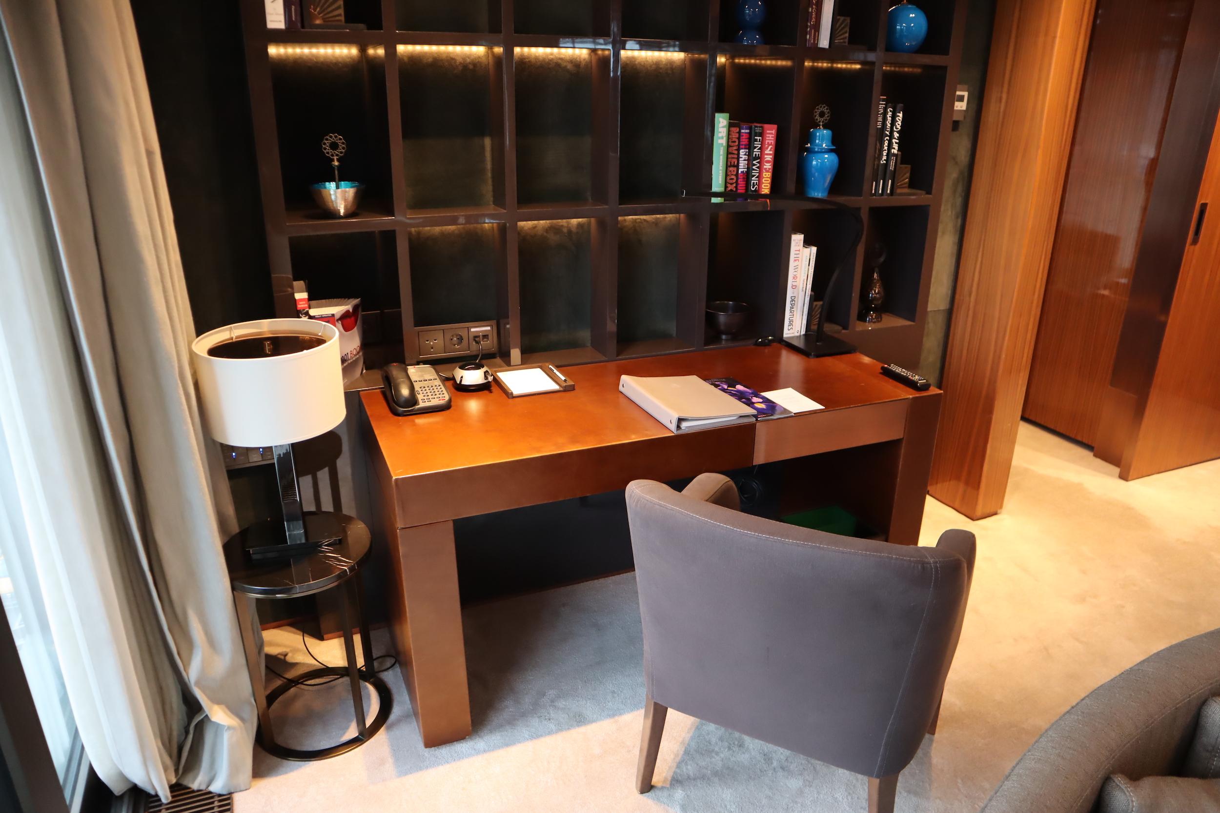 St. Regis Istanbul – St. Regis Suite desk