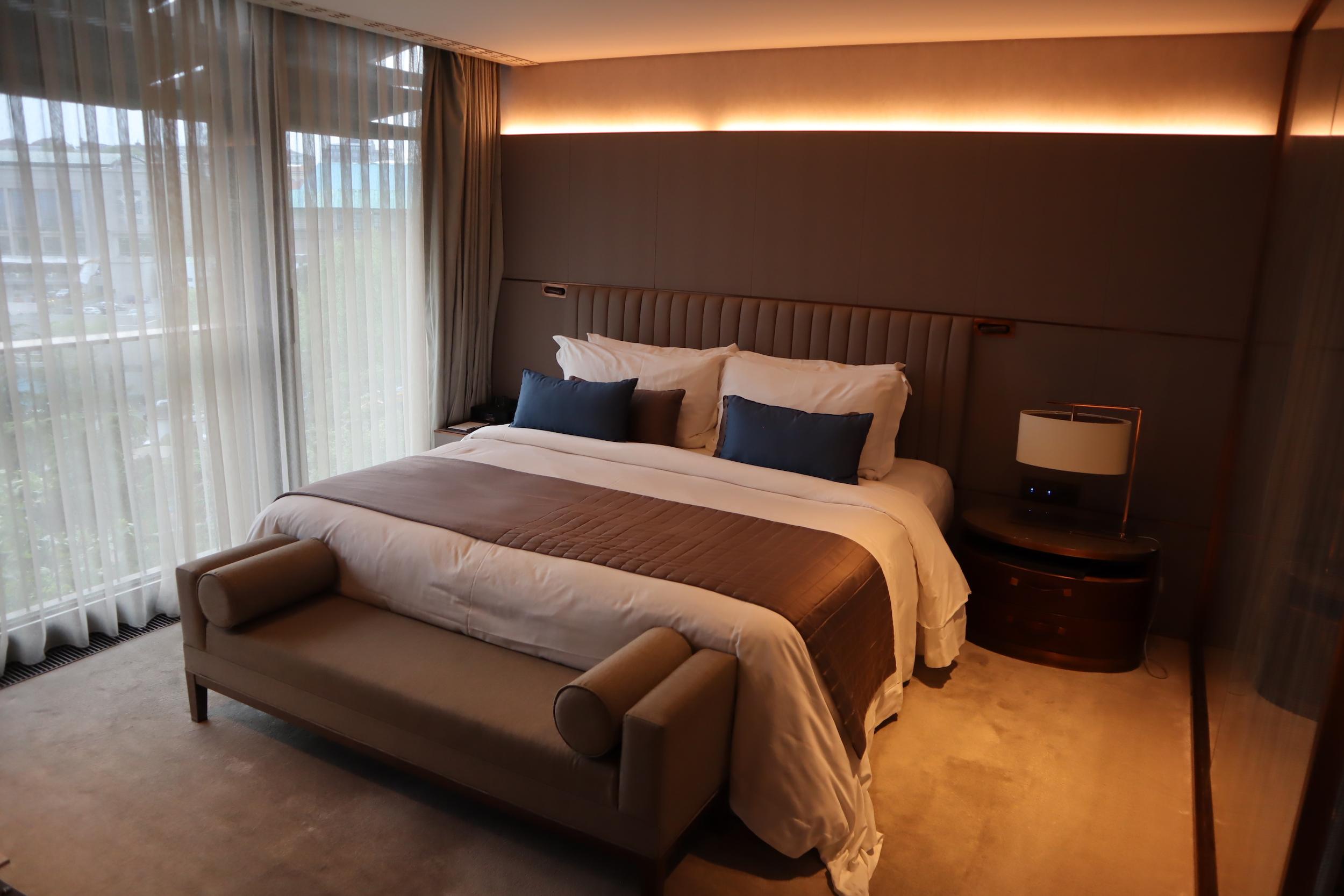 St. Regis Istanbul – St. Regis Suite bedroom