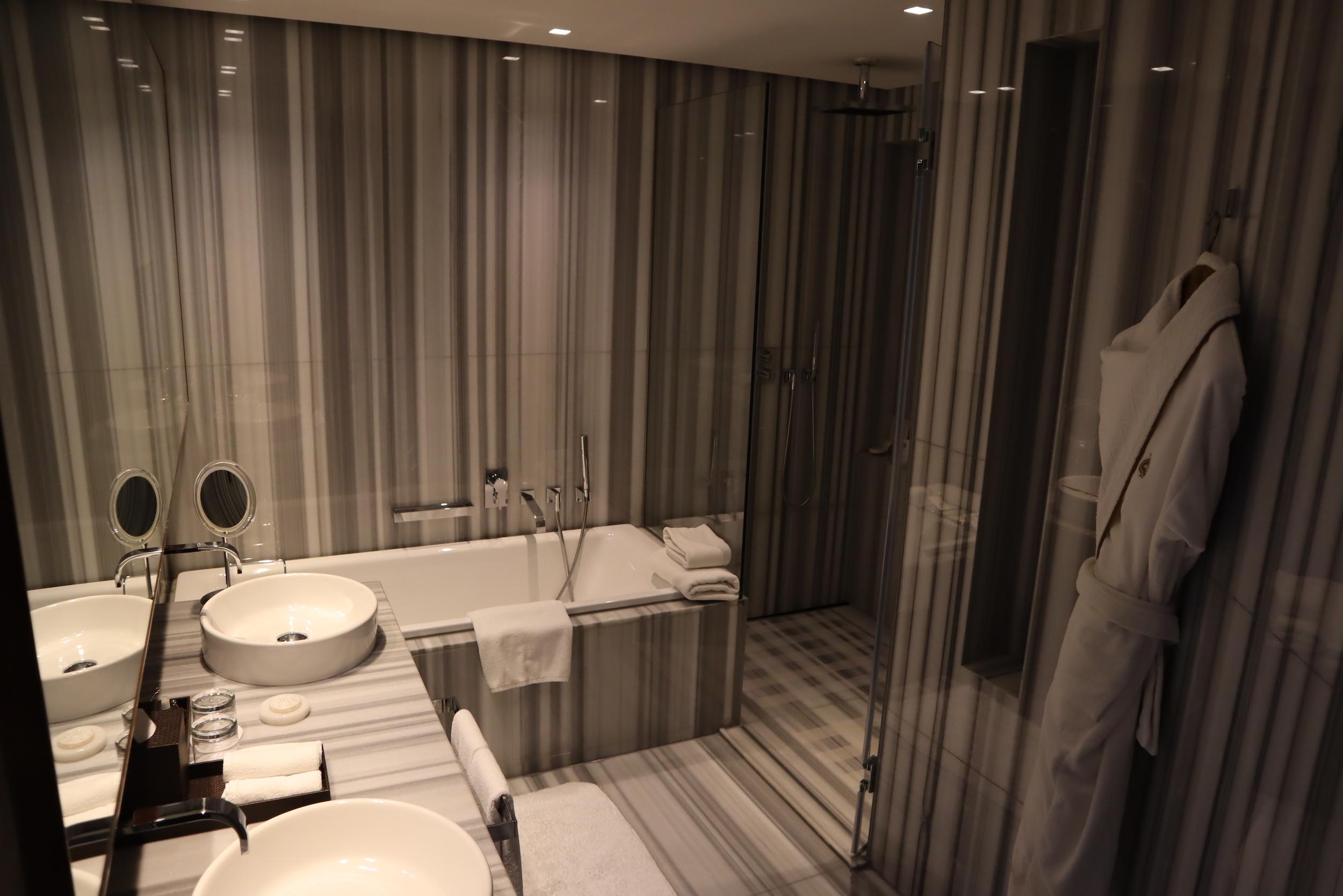 St. Regis Istanbul – St. Regis Suite bathroom