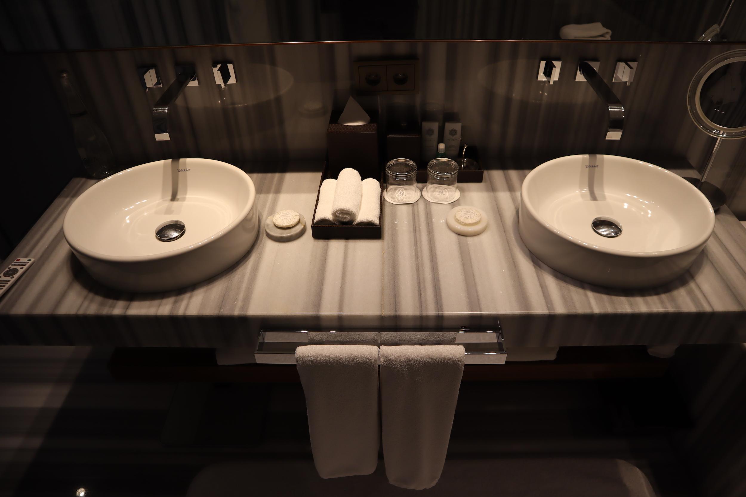 St. Regis Istanbul – St. Regis Suite bathroom sinks