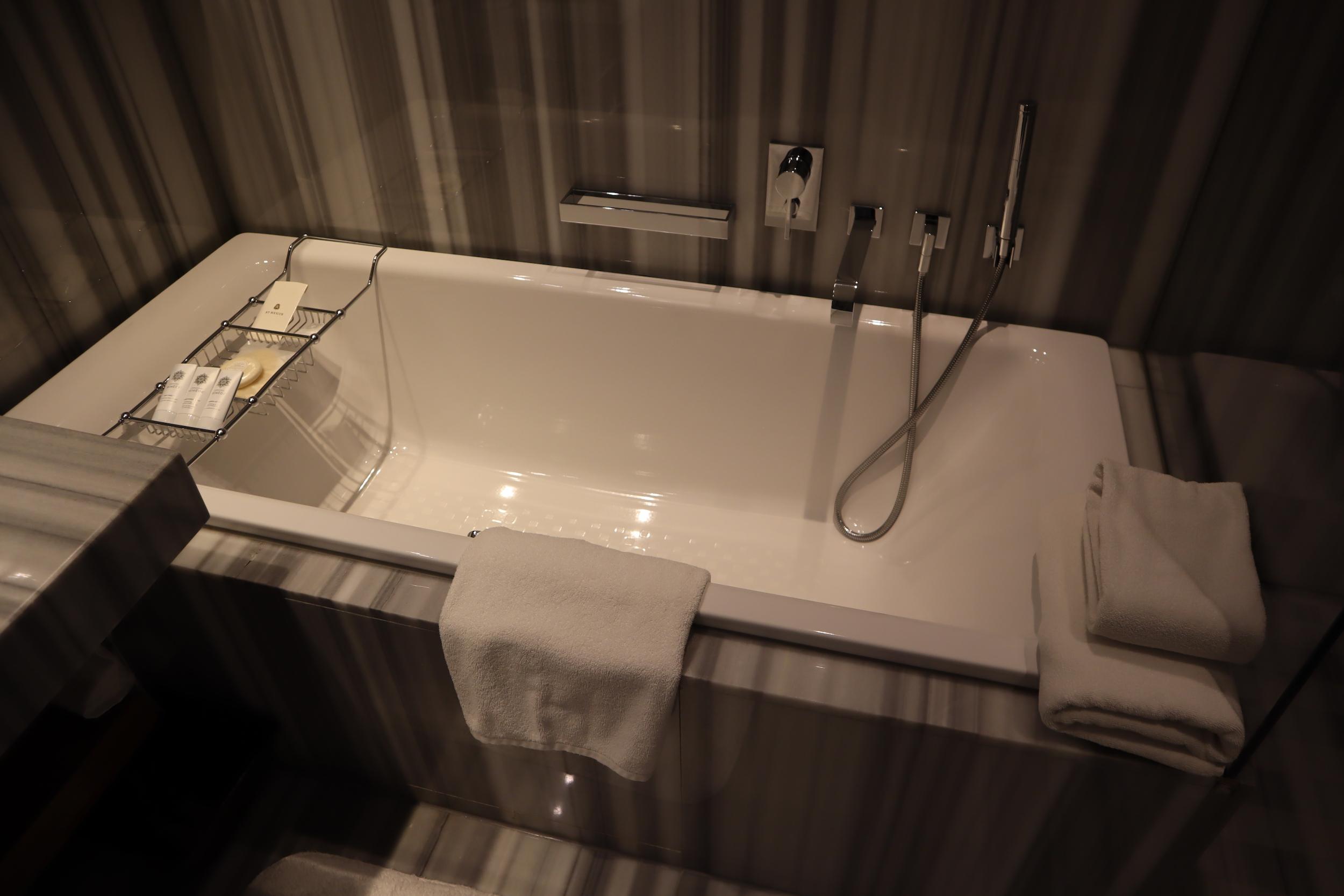St. Regis Istanbul – St. Regis Suite bathtub